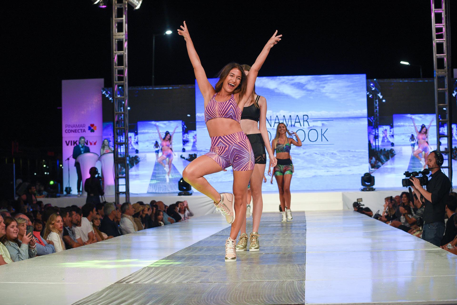 Las modelos se divirtieron en la pasarela del evento de moda más esperado de la temporada