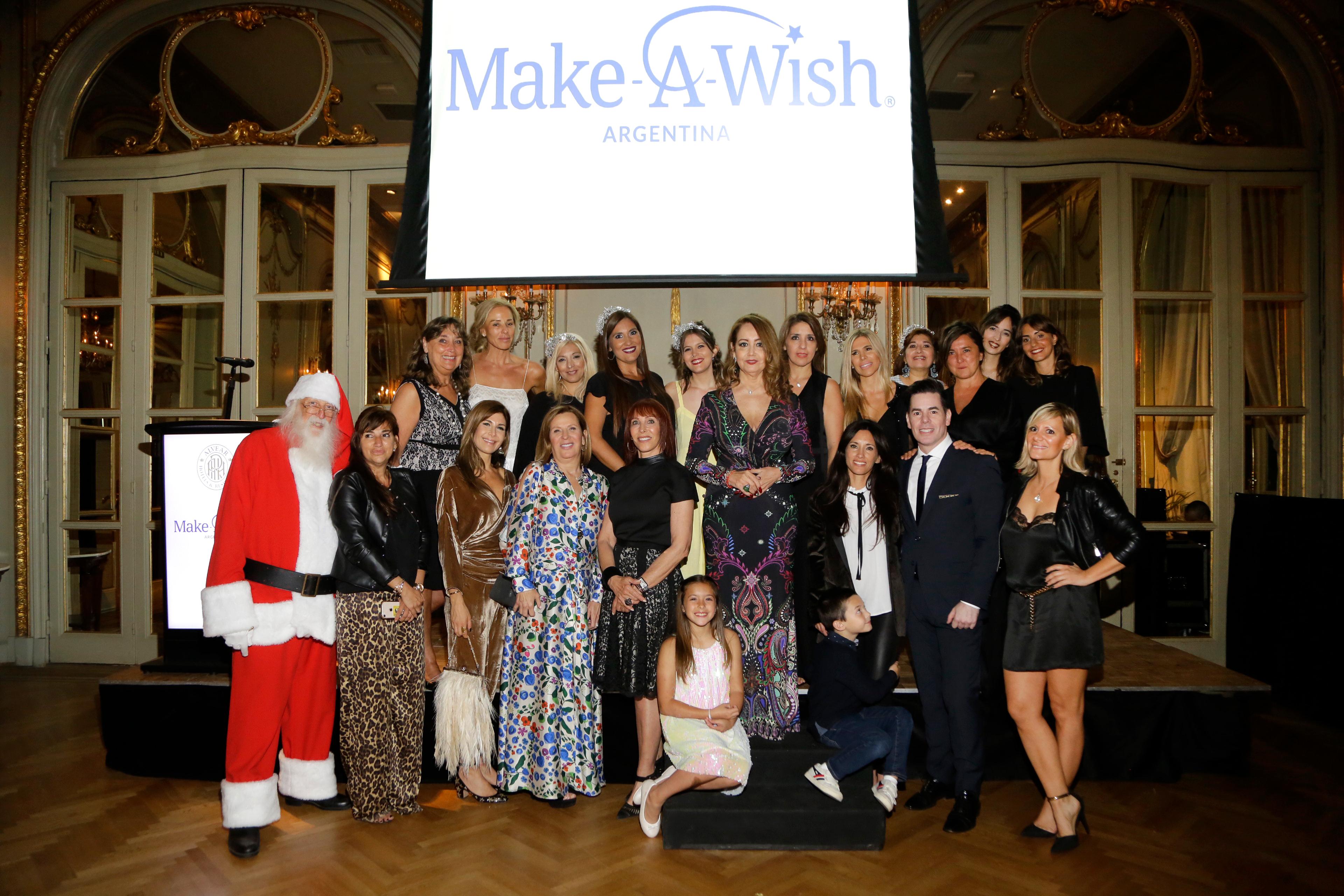 Mónica Parisier y Rosi Flom junto a todos los colaboradores de Make-A-Wish Argentina
