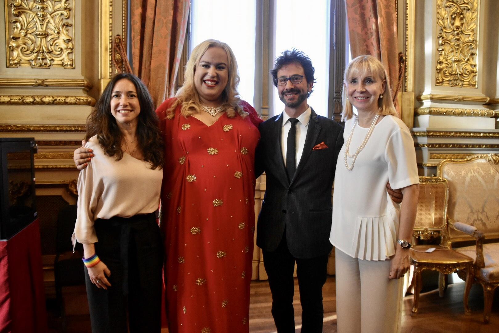 María Castillo De Lima, primera soprano trans del Teatro Colón, brindó un concierto gratuito, junto al pianista Marcelo Ayub. La actividad agotó todas las entradas disponibles