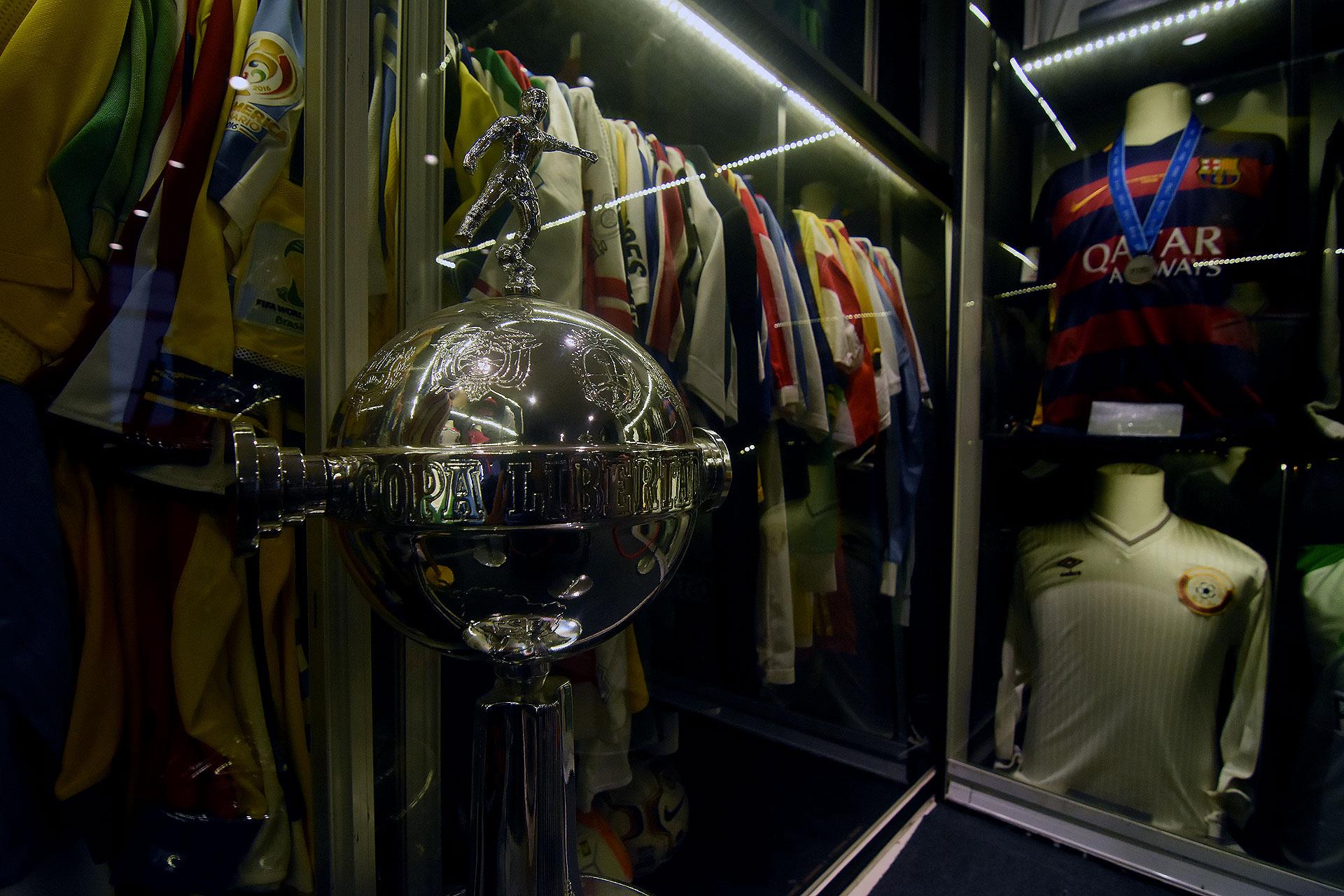 Réplica del trofeo de la Copa Libertadores (Nicolas Stulberg)