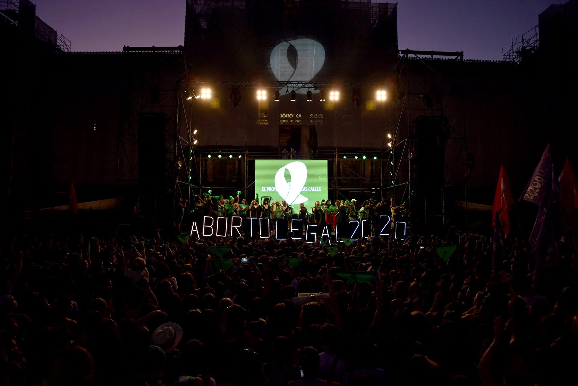 El escenario central se montó sobre la calle Entre Ríos