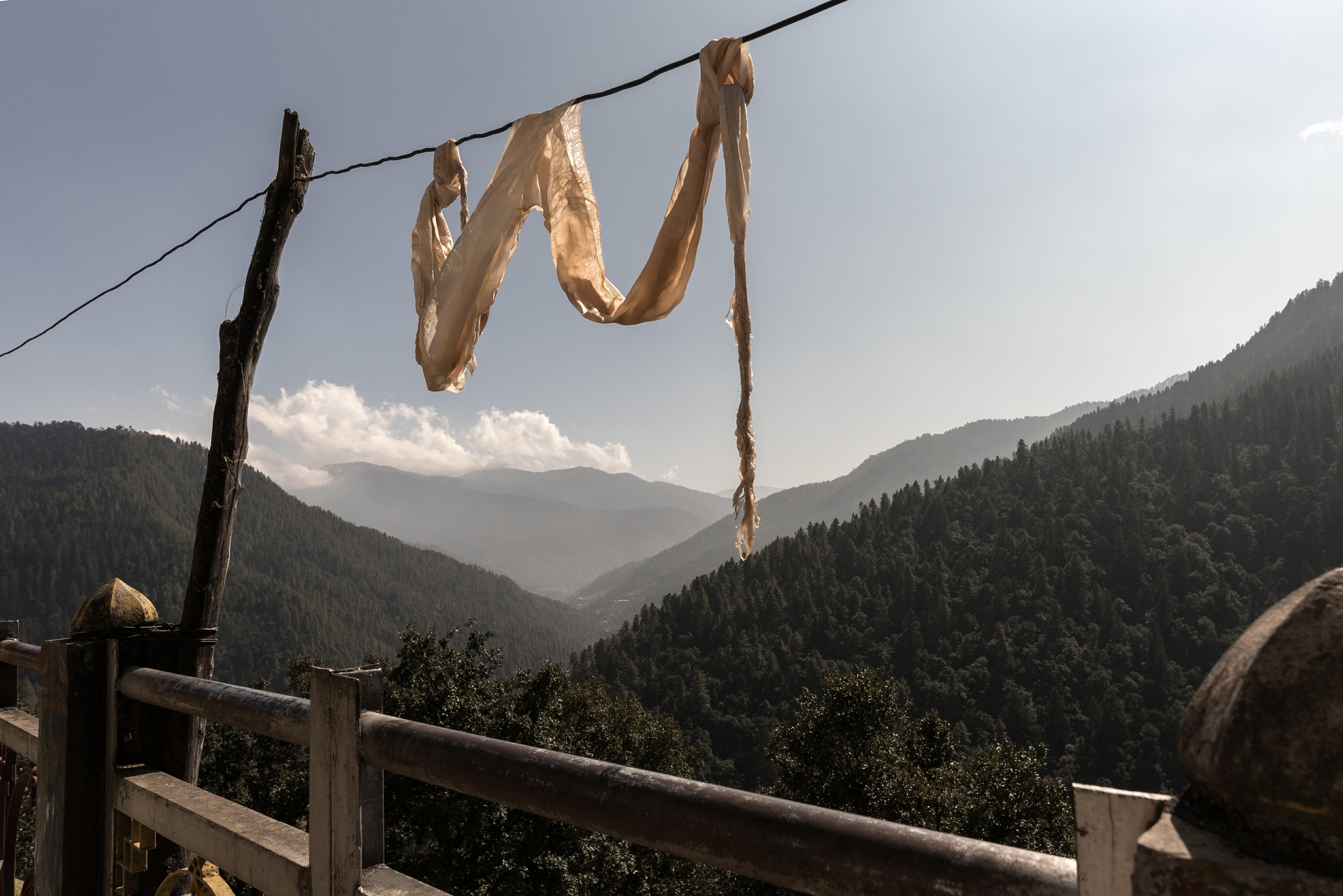 Desde los exteriores del Monasterio de Cheri, al que se llega después de una caminata de una hora, se observan los majestuosos Himalayas