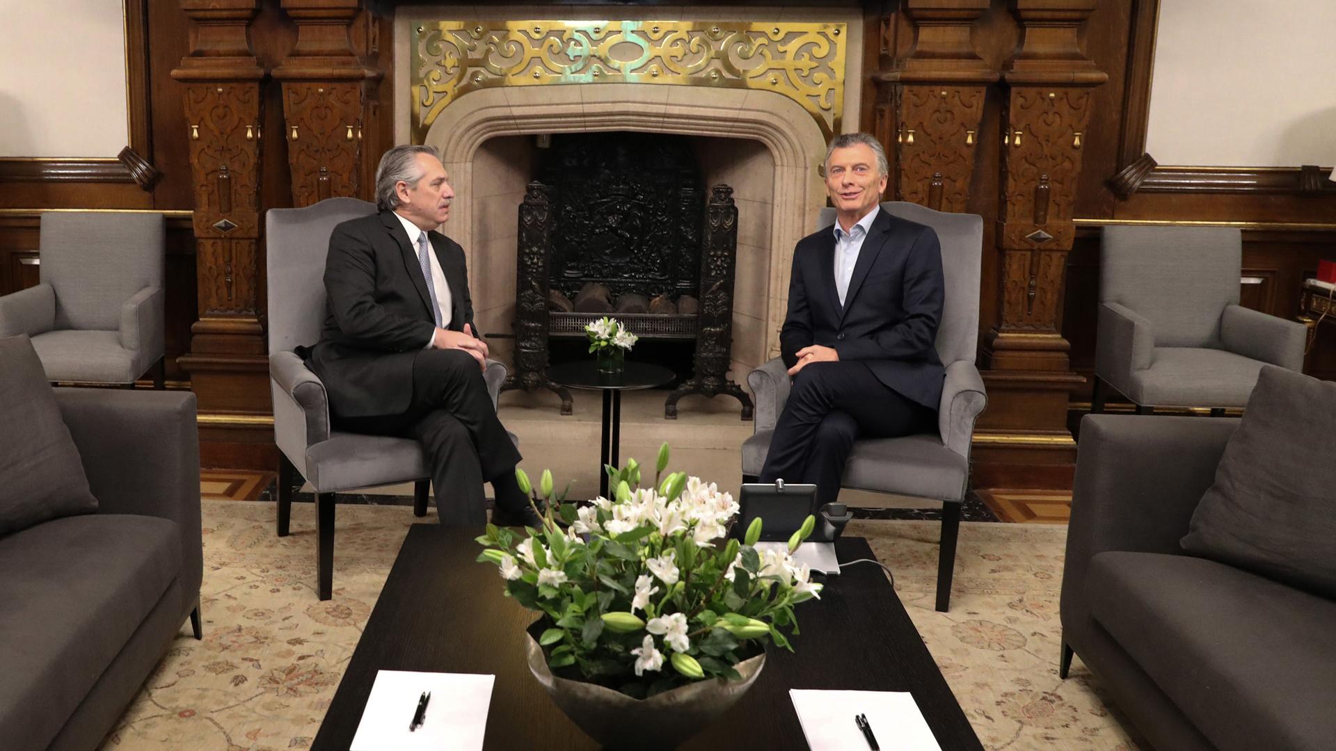 Después de varios idas y vueltas, Mauricio Macri y Alberto Fernández se reunieron en Casa Rosada para hablar sobre la transición. No comparten nada en lo político, pero lograron un vínculo personal más que razonable.