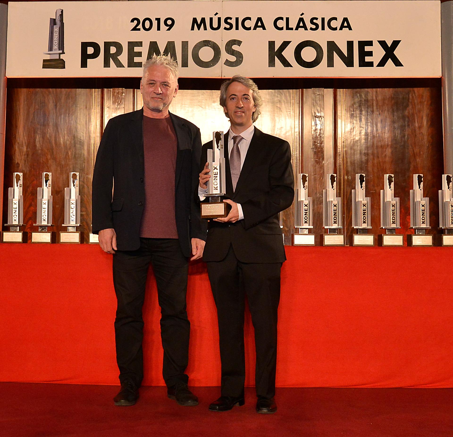 Premio en mano, el compositor, Esteban Benzecry, definió a la composición como un pilar de la música clásica