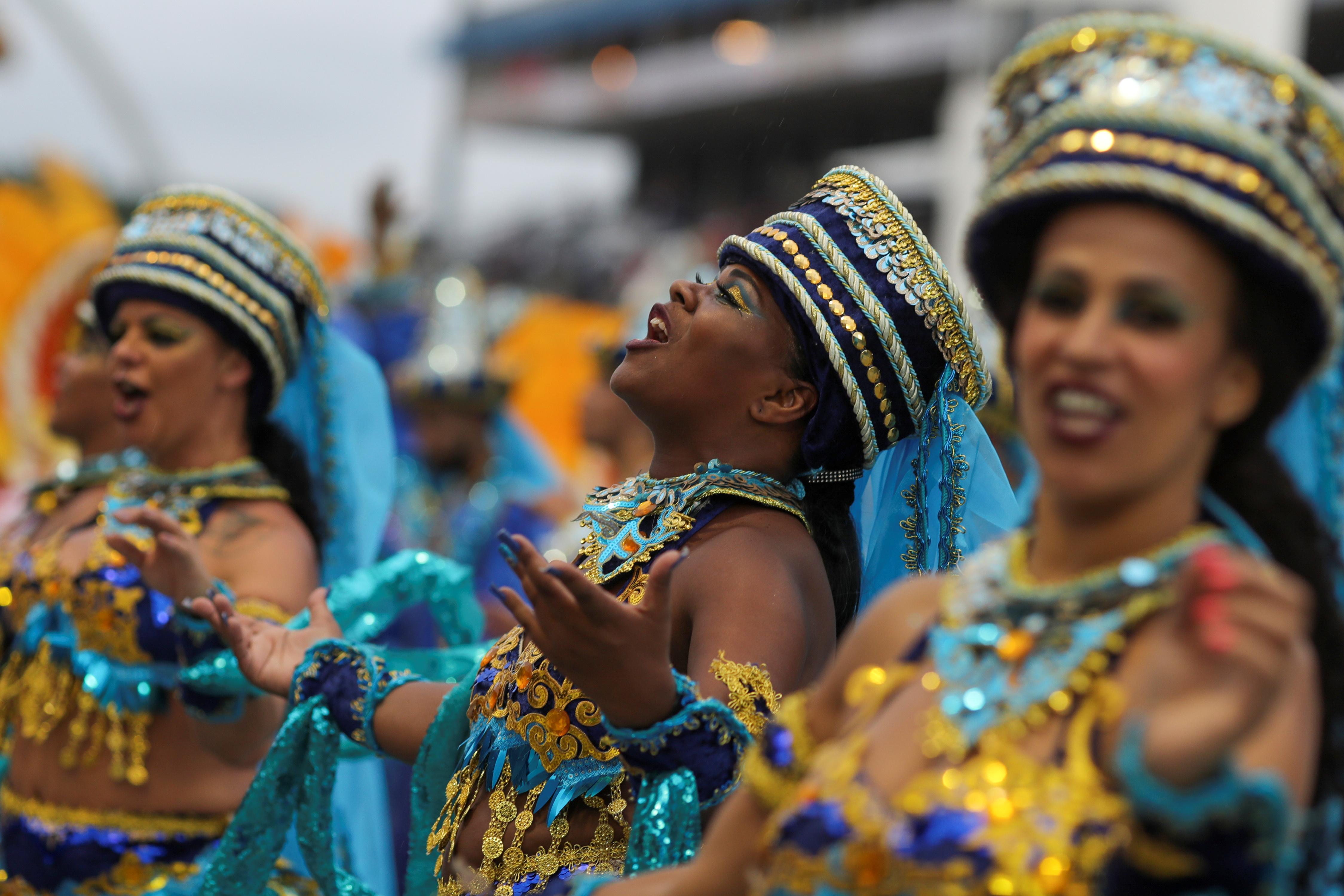 Las escuelas de samba agitaron la ciudad brasileña de San Pablo (REUTERS/Amanda Perobelli)