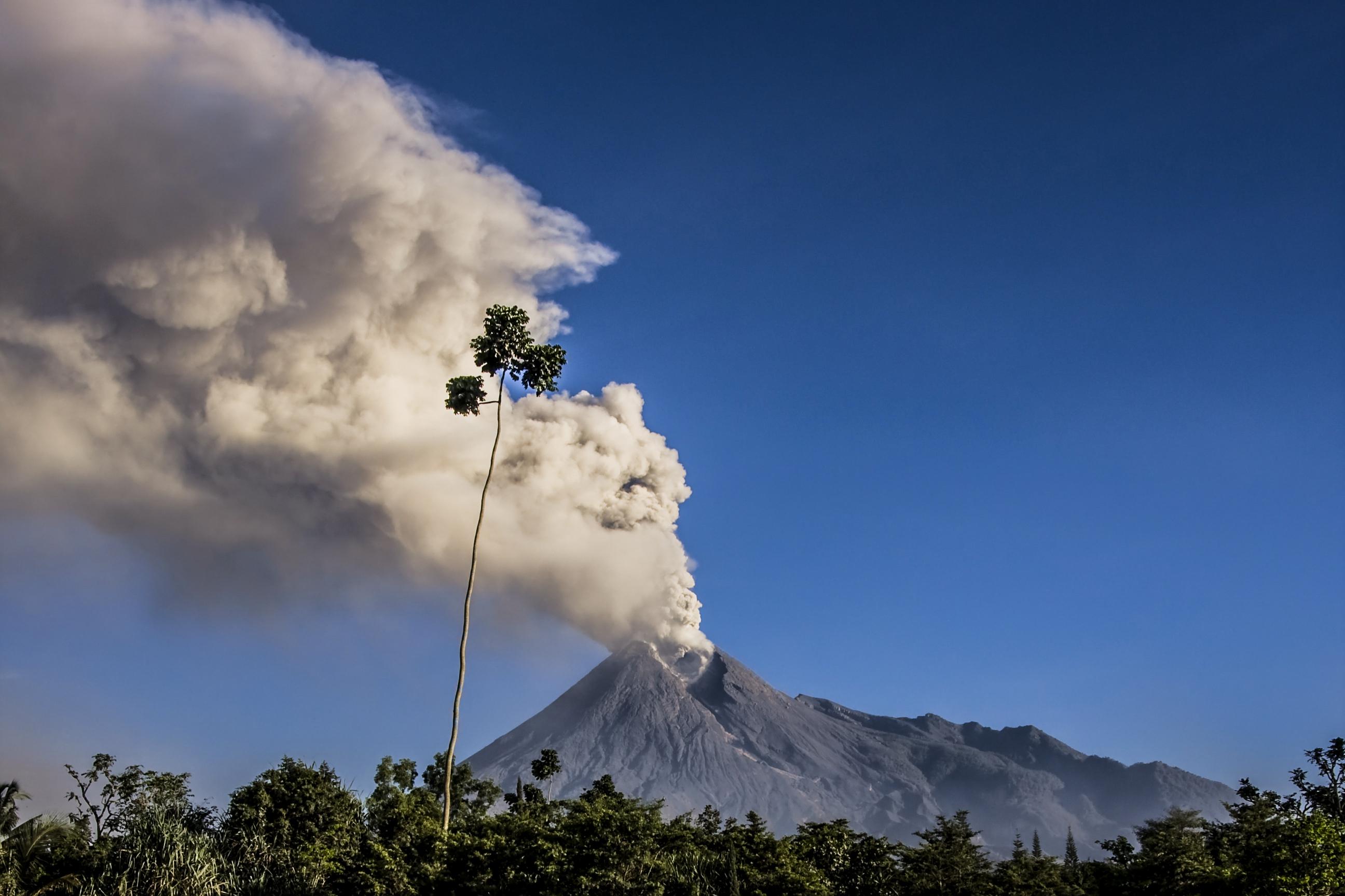 El volcán hizo erupción una vez más el 13 de febrero por menos de dos minutos