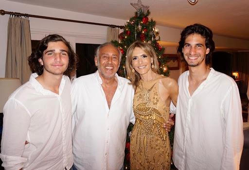Rossella Della Giovampaola junto a Gustavo Yankelevich y sus nietos, Franco y Valentino Giordano, en la intimidad de su hogar esteño