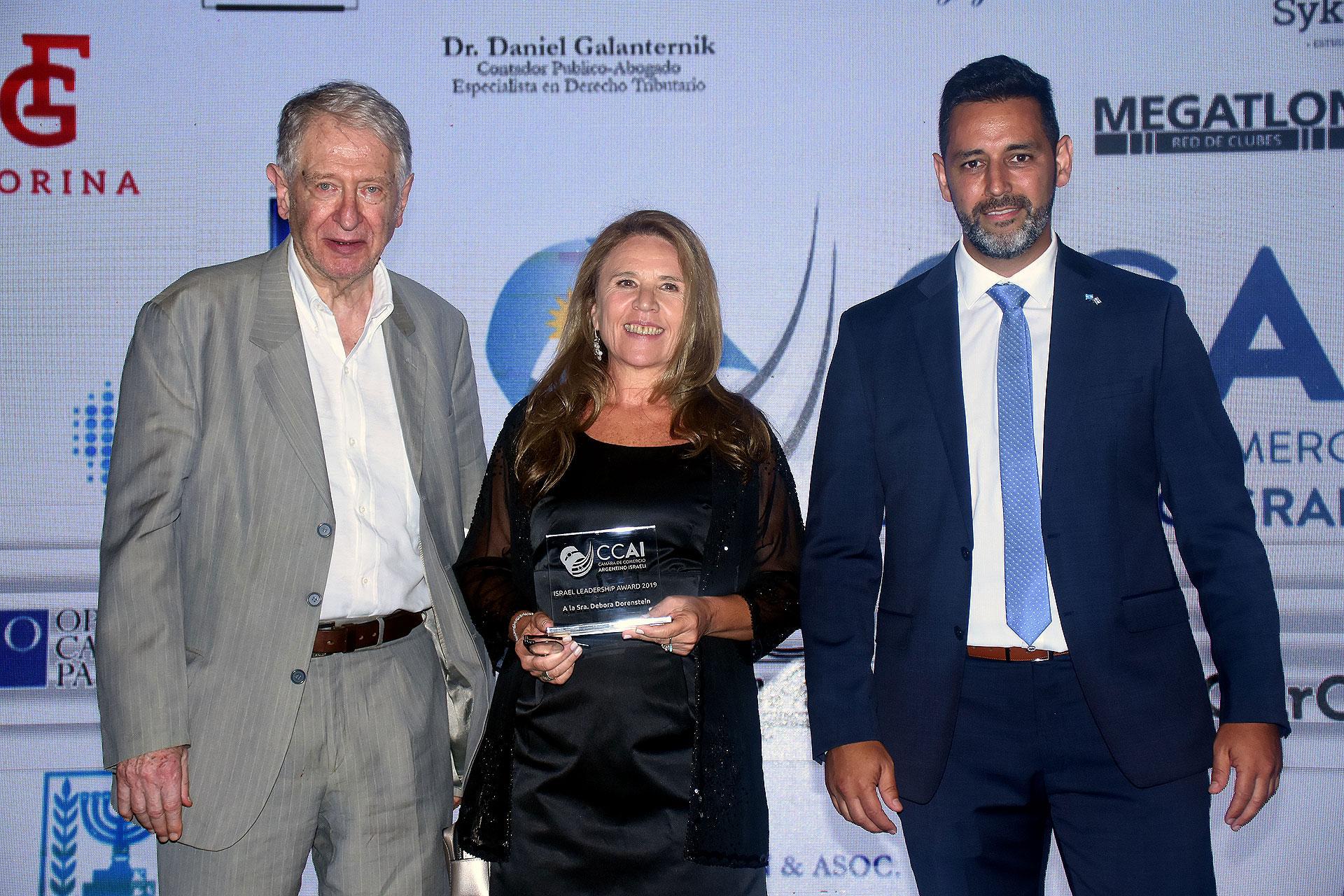 Devora Dorensztein, ganadora del Israel Leadership Awards 2019. Se desempeña como directora de Red Alimentaria, una empresa especializada en brindar consultoría estratégica comercial para el sector de la industria alimentaria, a través de sus espacios editoriales, virtuales, de exposiciones y misiones que promueven el comercio exterior