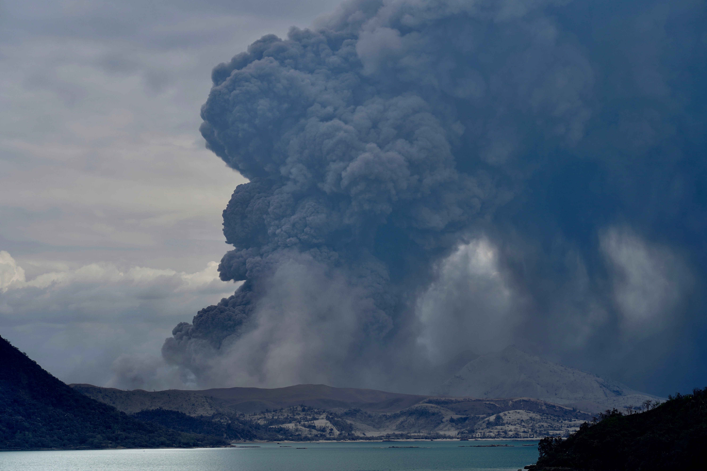 Volcán Taal en erupción el 14 de enero de 2020