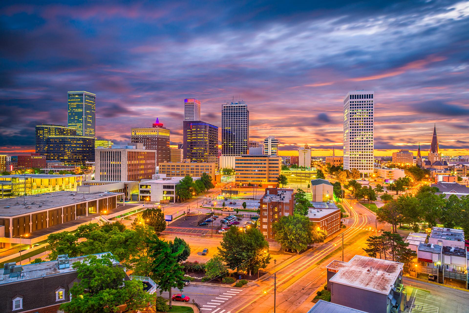 Es la segunda ciudad más grande del estado estadounidense de Oklahoma, y la número 46 de los Estados Unidos. Es un lugar de contrastes junto al Arkansas River (río Arkansas), donde la arquitectura art déco convive con rascacielos de acero, y la parte rural de Route 66 Americana se encuentra con una moderna escena de entretenimiento