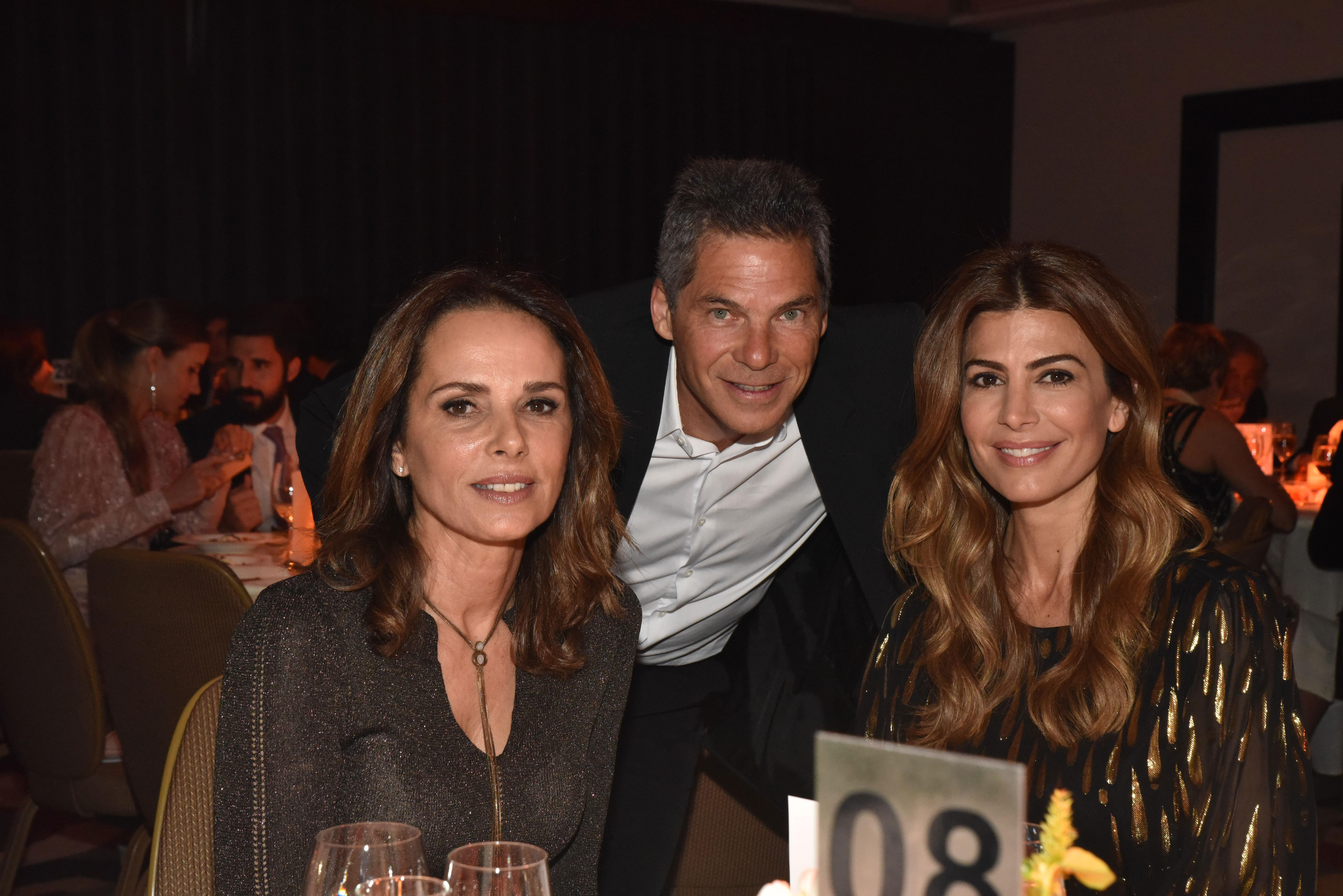 Nathalie y Calilo Sielecki junto a Juliana Awada