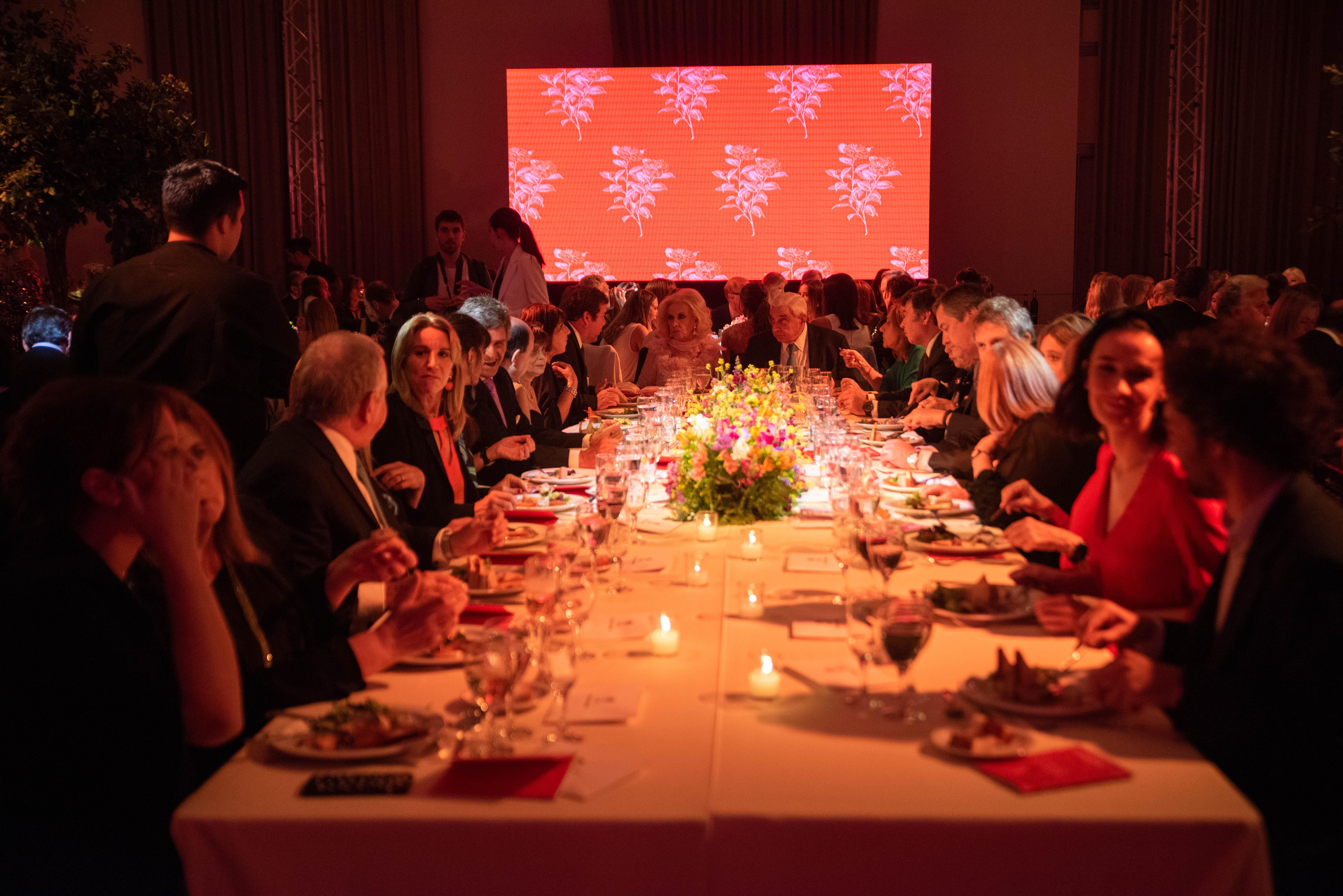 Mirtha Legrand y Adelmo Gabbi encabezaron la mesa principal de la Comida Anual Solidaria de COAS. El total de lo recaudado se destinará a la donación de un ecógrafo doppler color y equipamiento general para el Hospital de Rehabilitación Manuel Rocca