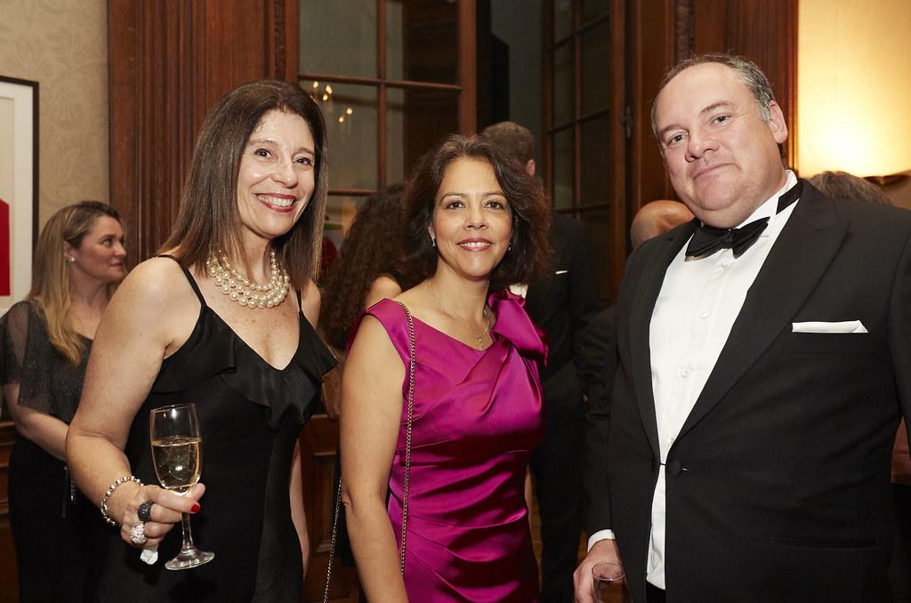 La embajadora de Francia en Argentina, Claudia Scherer Effosse, junto al cónsul honorario de Francia en Mar del Plata, Dominique Zigliara; y la directora general de CCI France Argentine, Liliana Hidalgo