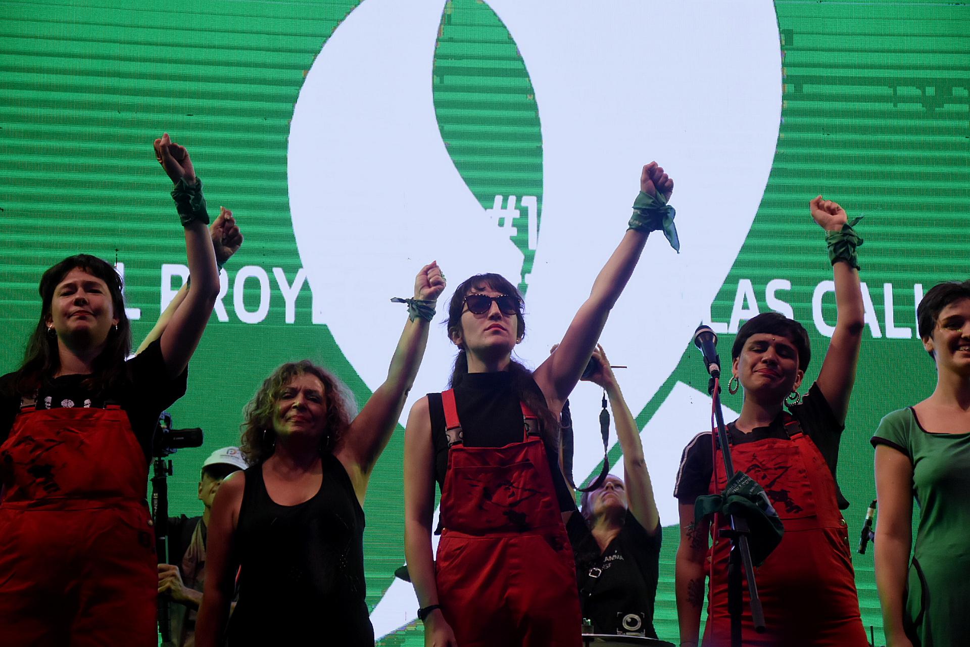 Las integrantes del colectivo chileno que se sumaron al reclamo en el Congreso
