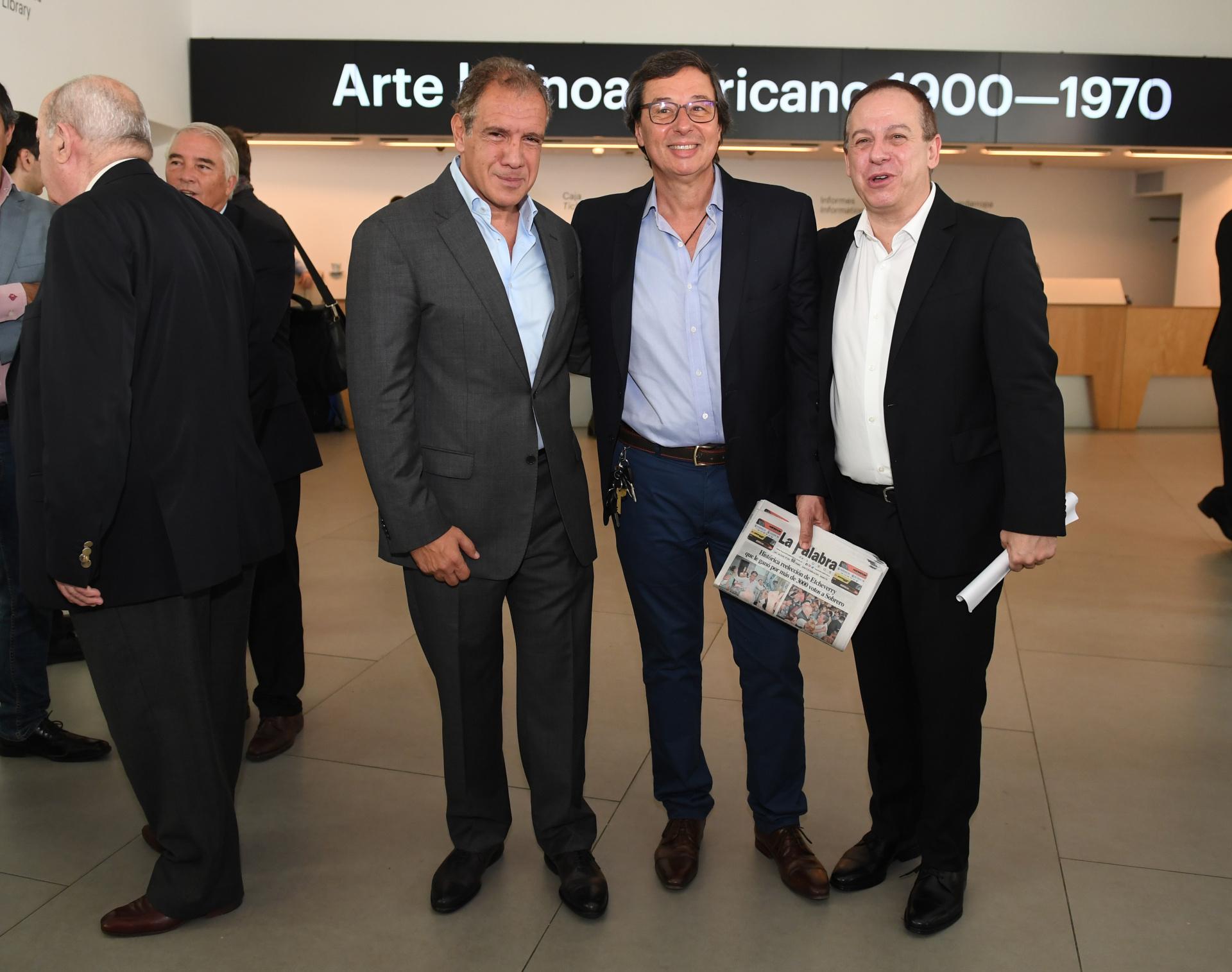 Daniel Hadad, fundador y CEO de Infobae, Marcelo Blasco, director de La Palabra de Lobos y Martín Etchevers, presidente de Adepa