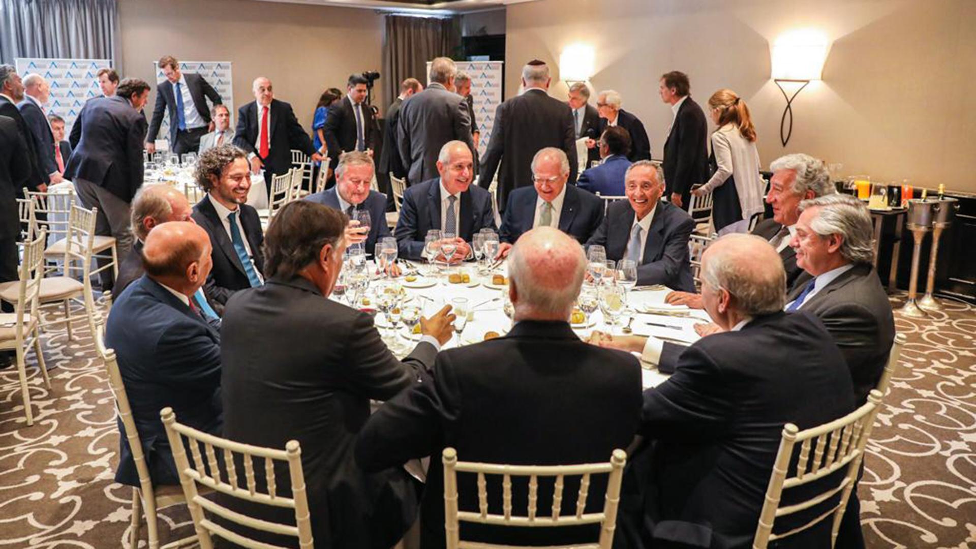 El Presidente y el jefe de Gabinete, Santiago Cafiero, en el almuerzo con los líderes empresariales