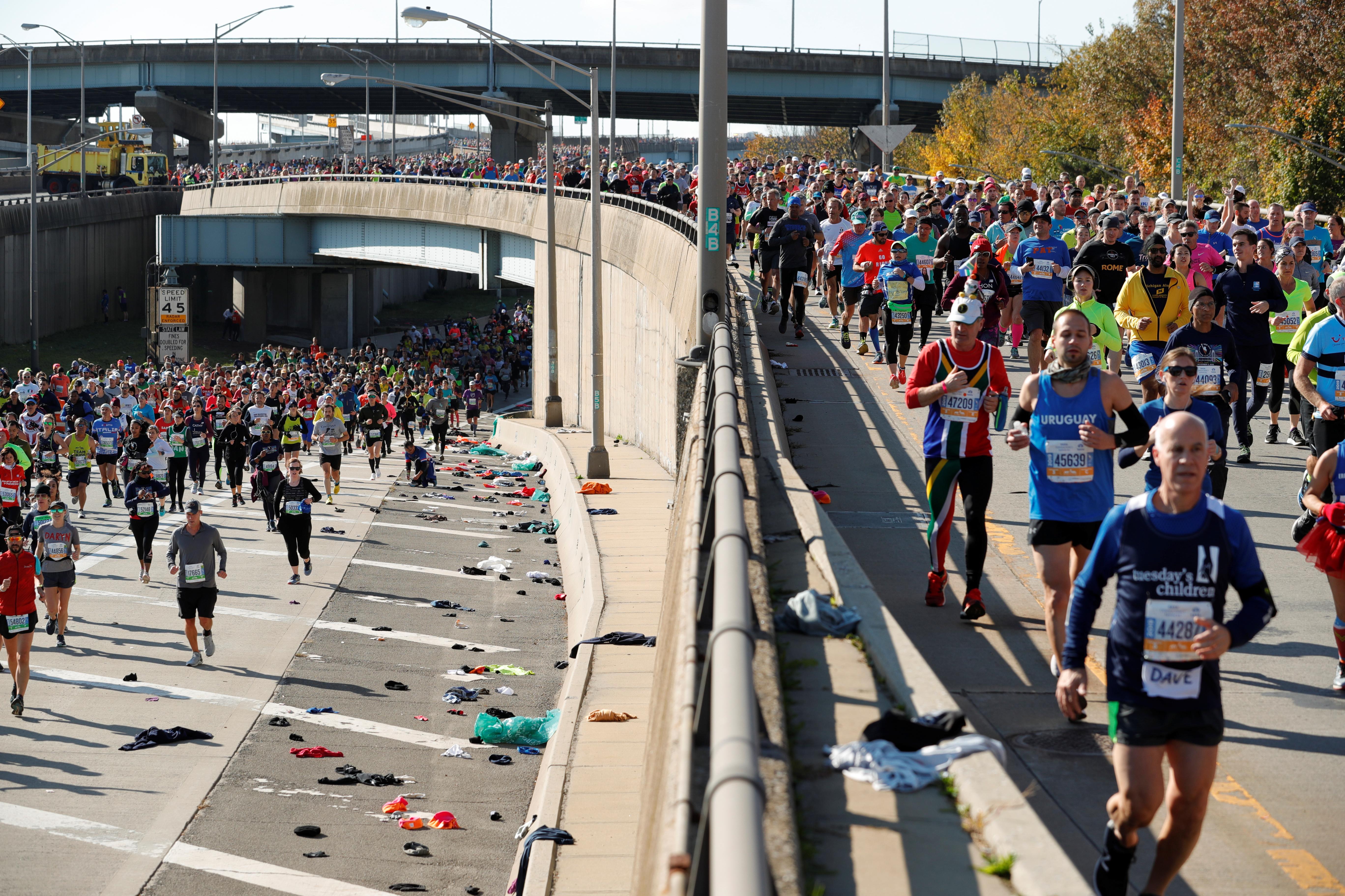 La salida de la maratón de Nueva York tiene lugar en los límites de Staten Island, en el Verrazano-Narrows Bridge de Brooklyn