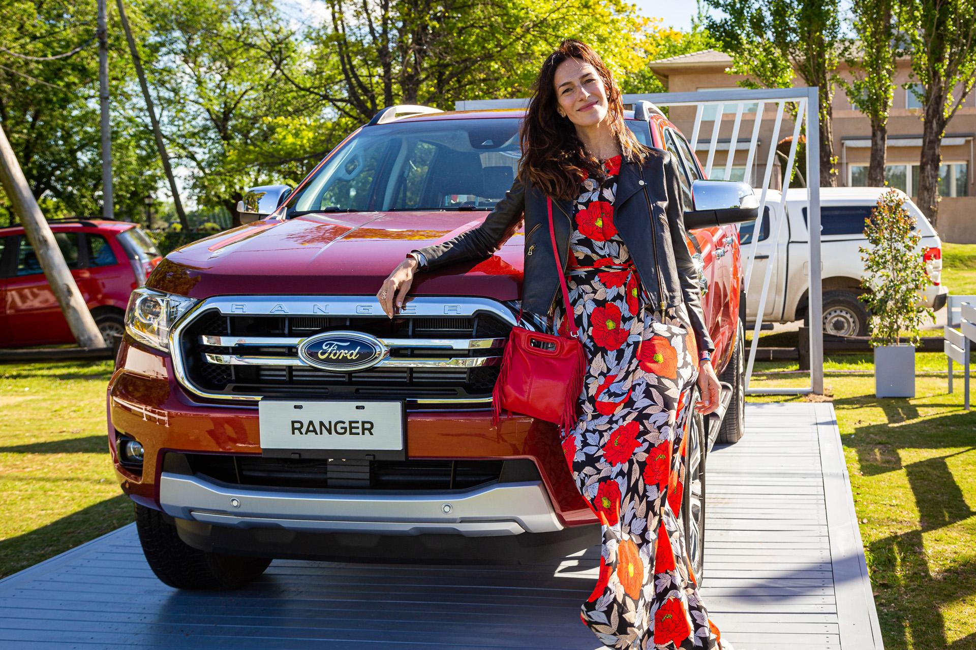 La ex modelo Dolores Trull posó junto a la nueva Ranger