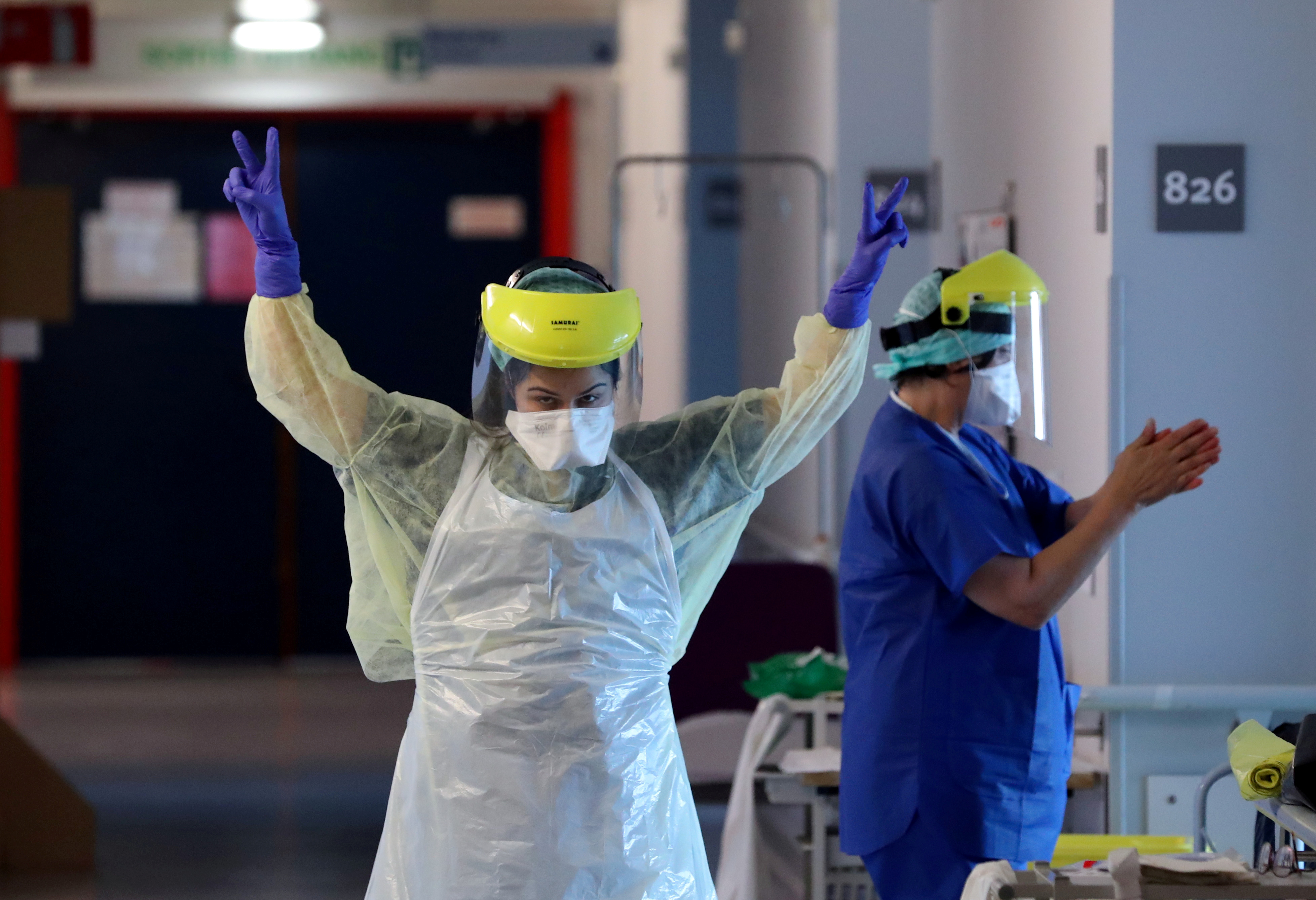 Profesionales de la salud se preparan para la atención de pacientes en Bruselas, Bélgica (REUTERS/Yves Herman)