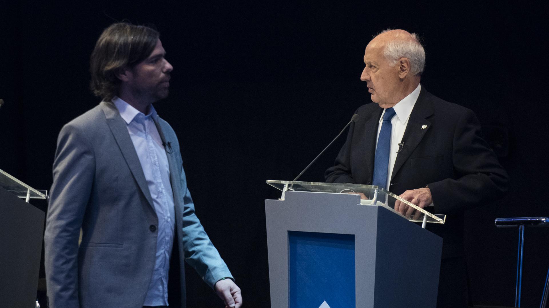 Nicolás del Caño y Roberto Lavagna durante el primer debate presidencial