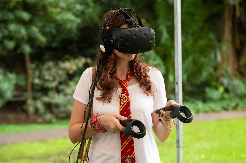 La actividad también invitaba a los fans a que experimenten la realidad virtual y puedan hacer hechizos en el castillo de Hogwarts