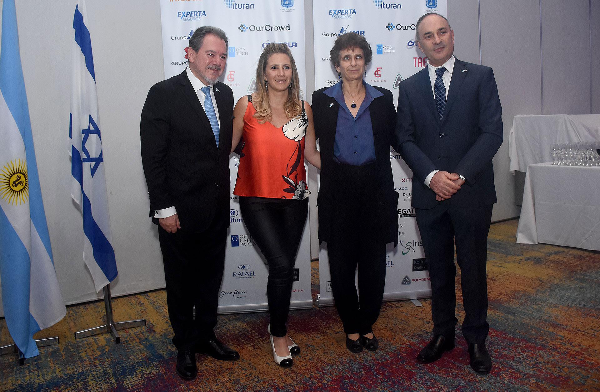 Mario Montoto, presidente de la Cámara de Comercio Argentino Israelí; Yanina Kogan, directora ejecutiva de la Cámara de Comercio Argentino Israelí; Galit Ronen, embajadora de Israel en la Argentina; y Darío Sykuler, director - secretario de la Cámara de Comercio Argentino Israelí