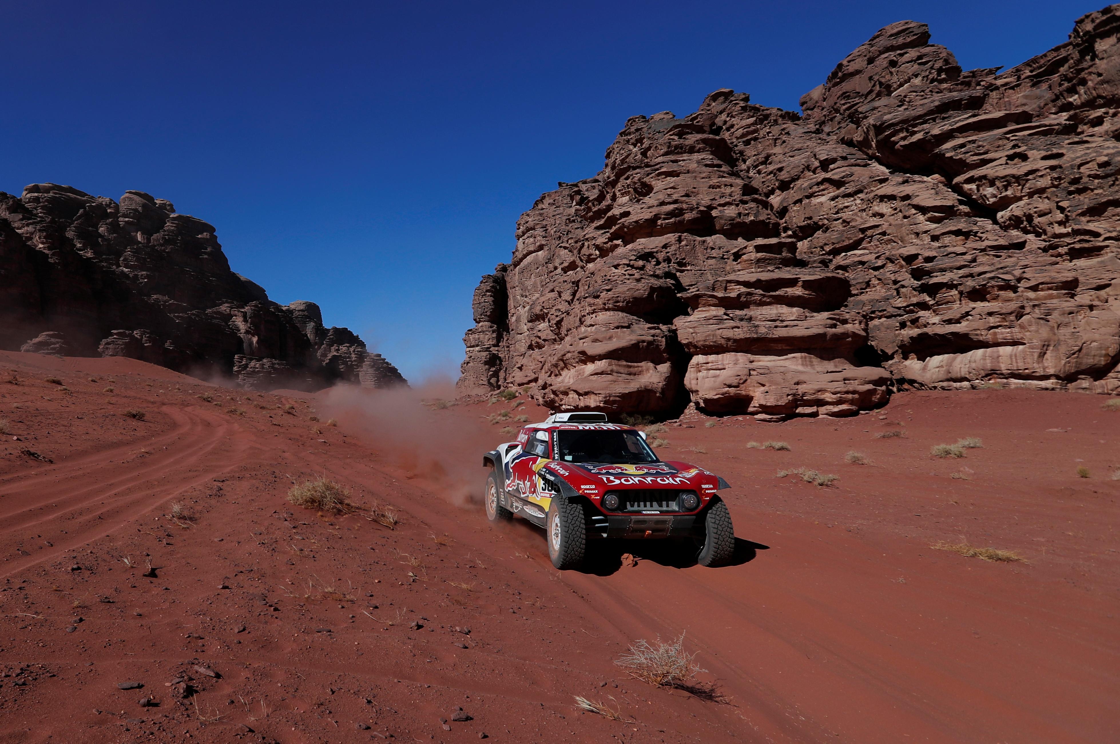 El español Carlos Sainz (Mini) ganó este martes la tercera etapa del Dakar-2020, de 489 km, de los cuales 404 cronometrados, en los alrededores de Neom, en Arabia Saudita, y se hizo con el liderato en la general de autos
