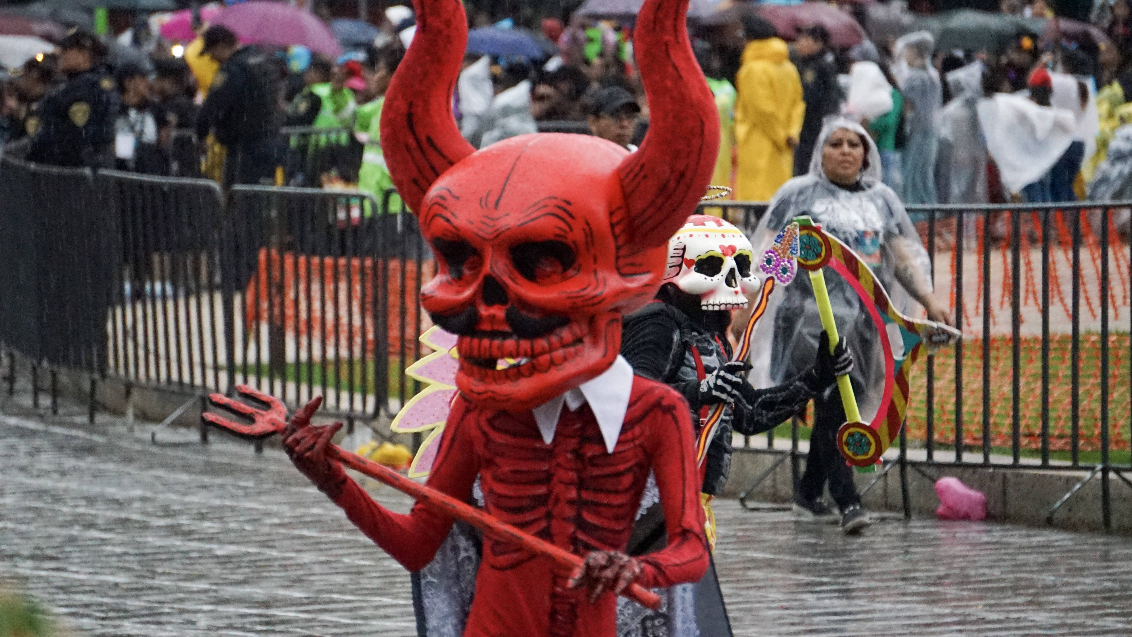 El desfile inició en el Zócalo de Ciudad de México y terminó cuadras adelante del Ángel de la Independencia