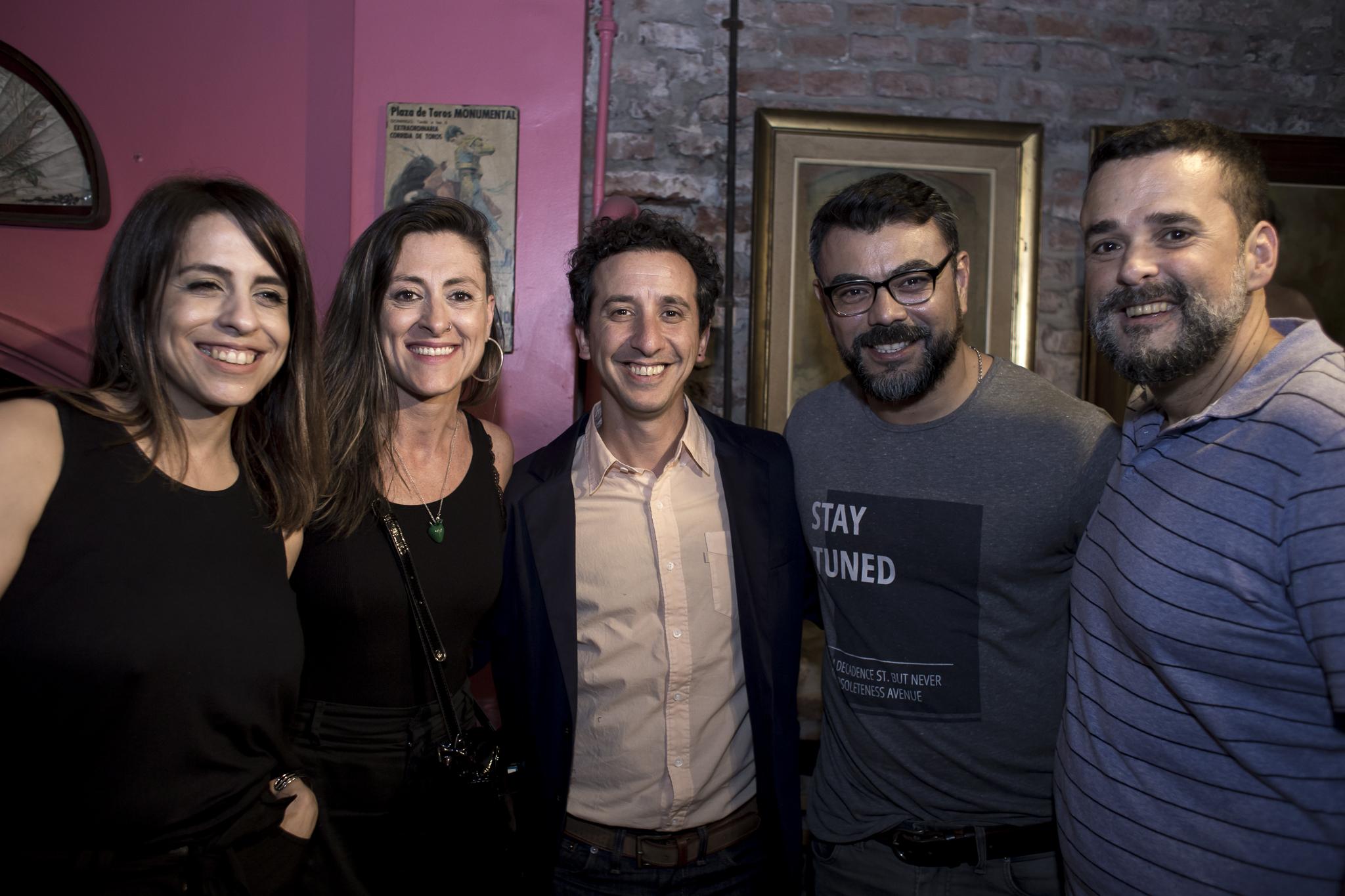 Dirigentes de SOMOS, el partido de Victoria Donda acompañando a su diputada