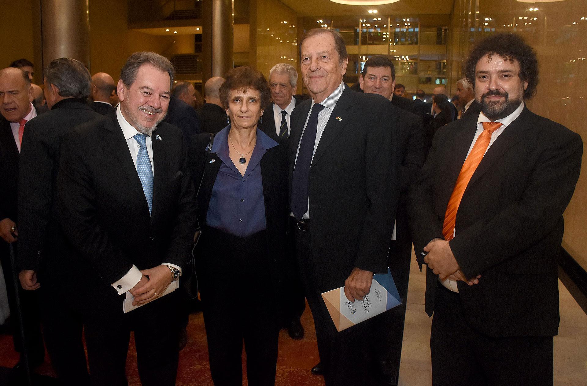 Mario Montoto junto a la embajadora Galit Ronen; Oscar Hansen, presidente de la Cámara de Comercio Argentino Sudafricana; y Claudio Epelman, director ejecutivo del Congreso Judío Latinoamericano