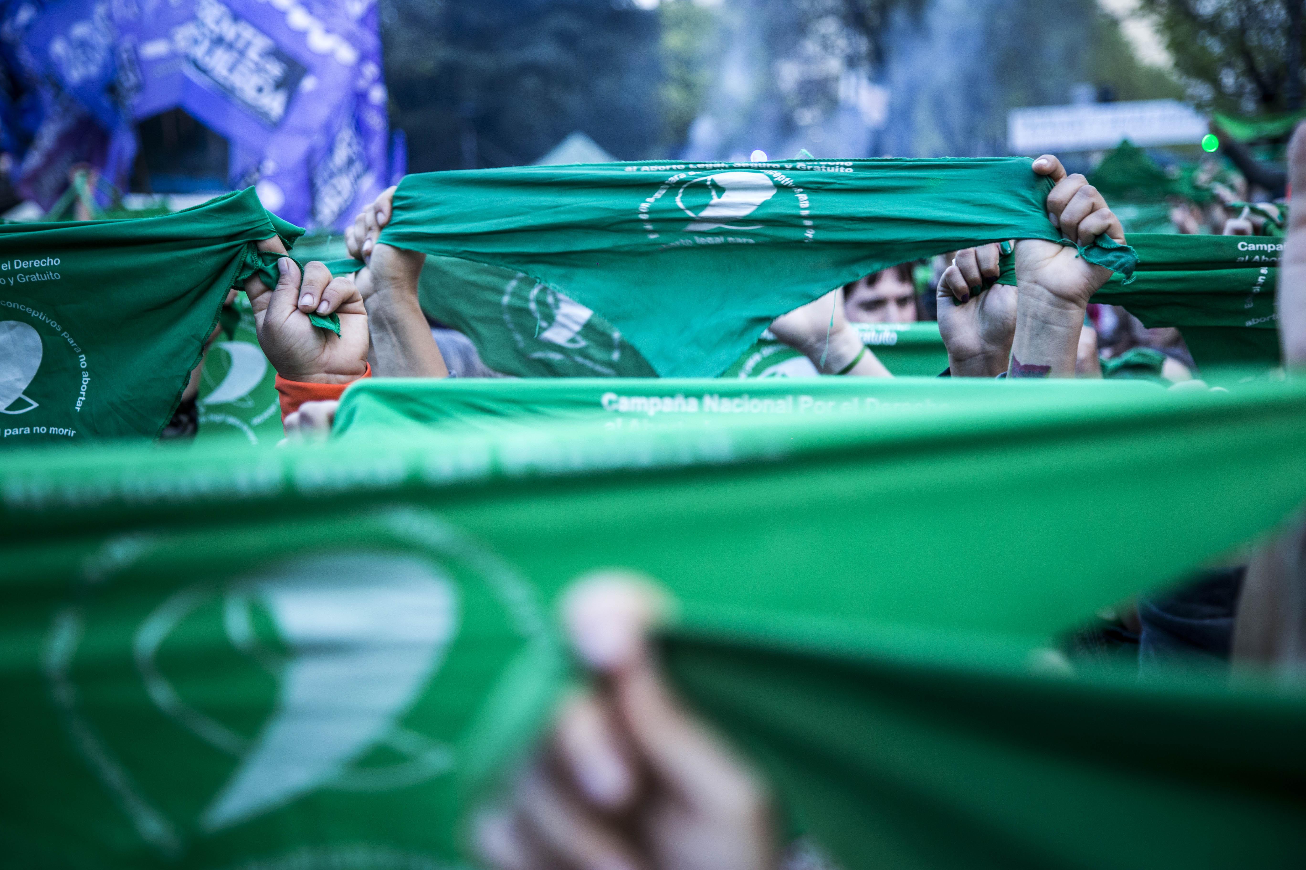 Los pañuelos verdes, emblemas de la campaña nacional por el Derecho al Aborto Legal, Seguro y Gratuito