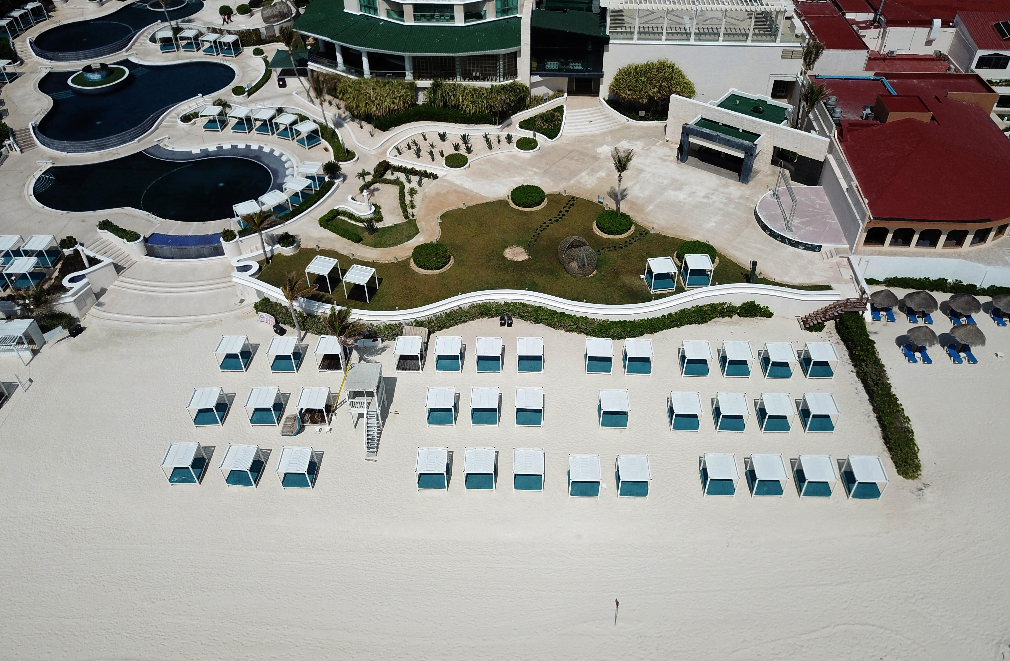 Vista aérea de un centro turístico vacío en Cancún, estado de Quintana Roo, México, el 28 de marzo de 2020.