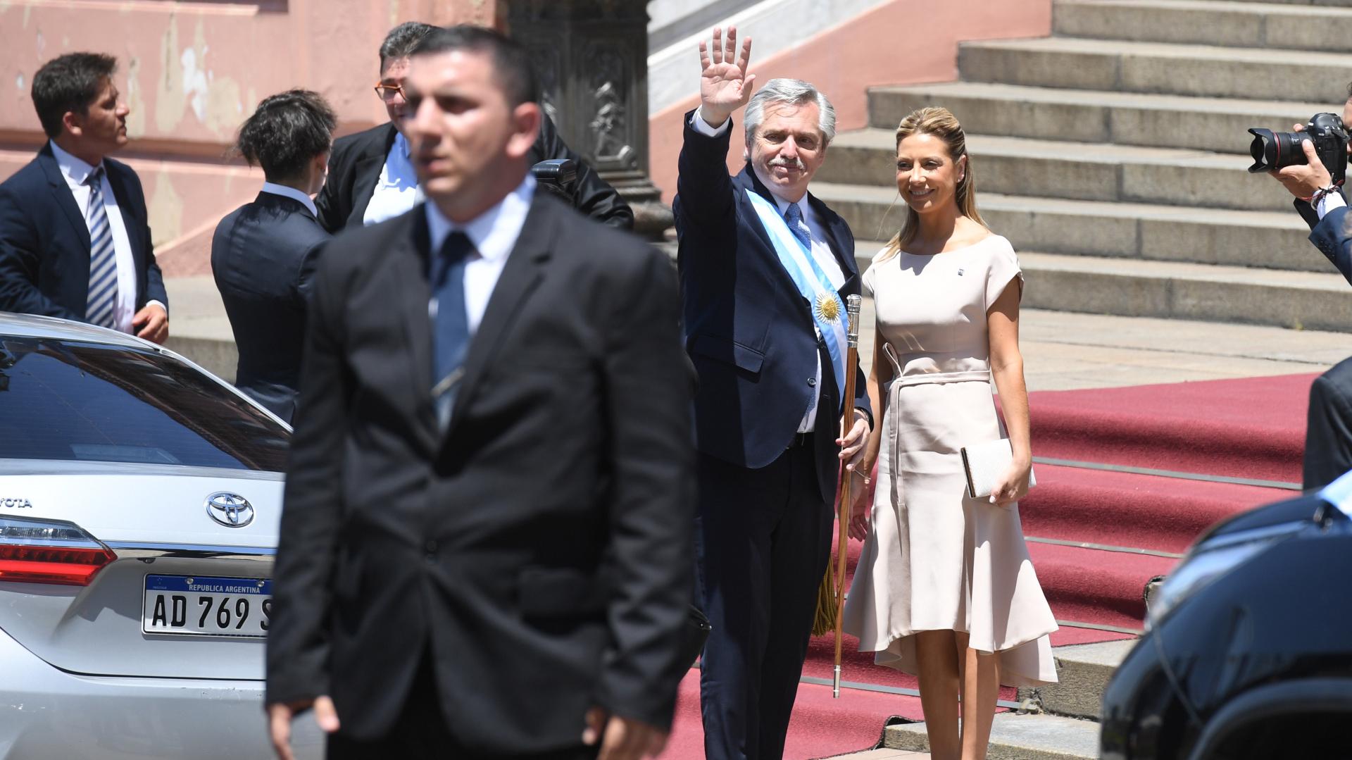 El saludo de Alberto Fernández hacia la gente que se convocó para la asunción