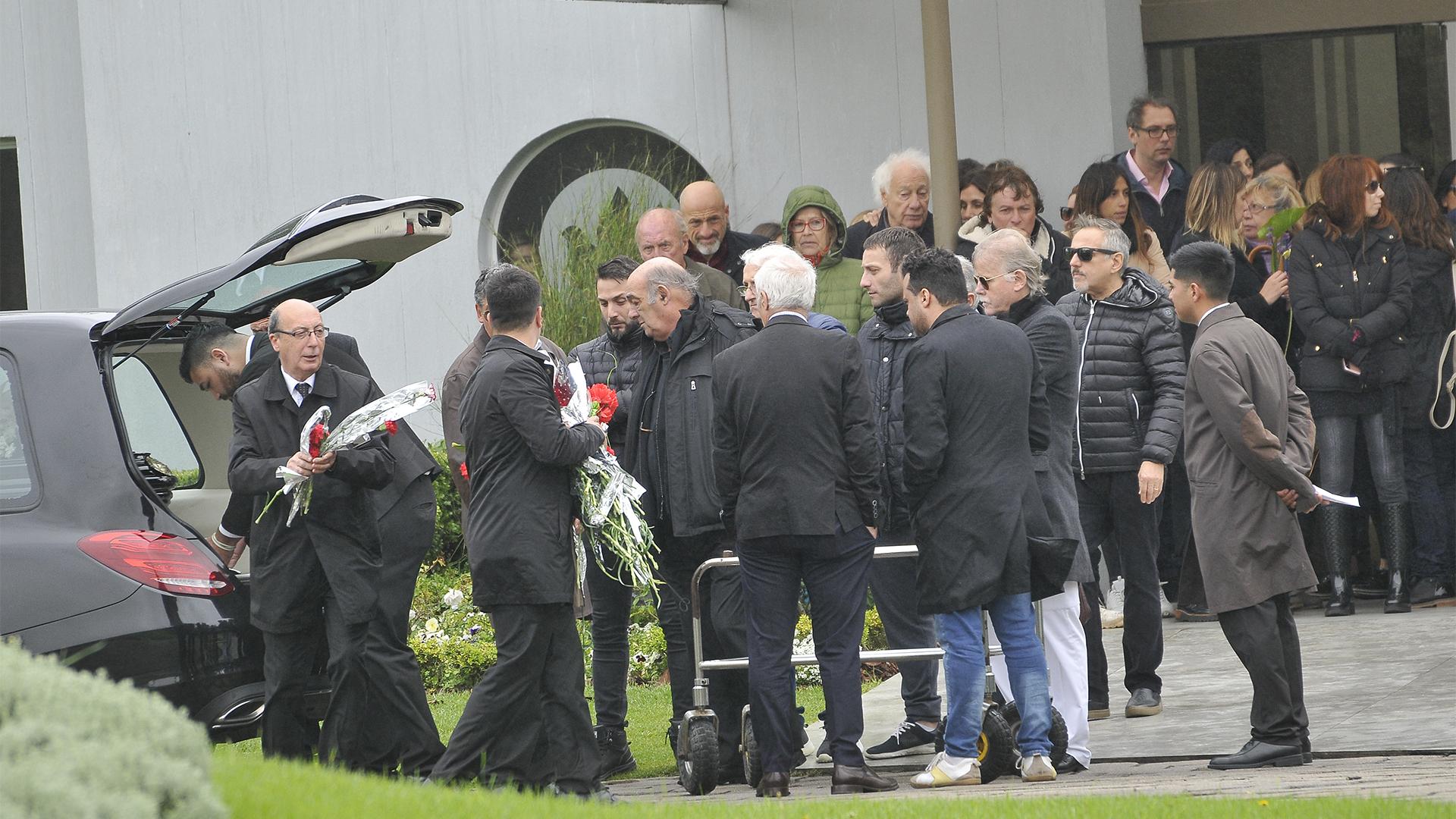 Último adiós a cacho Castaña en un cementerio privado de Pilar (Darío Batallán)