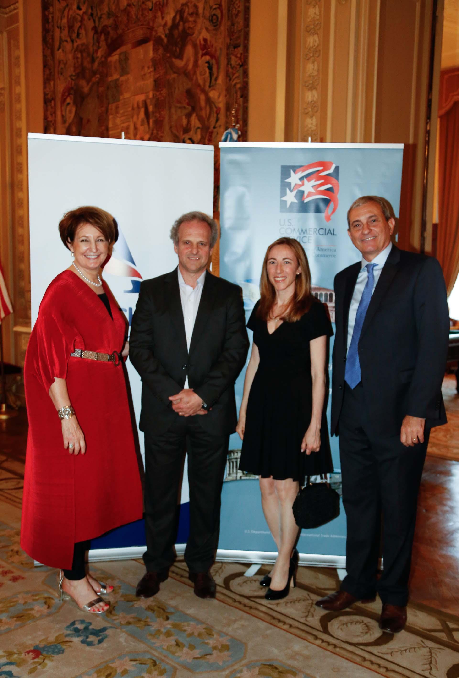 MaryKay Carlson, Roberto Alexander y Alejandro Díaz reciben a Paula Altavilla, directora para la Región Sur en Whirlpool Latin America