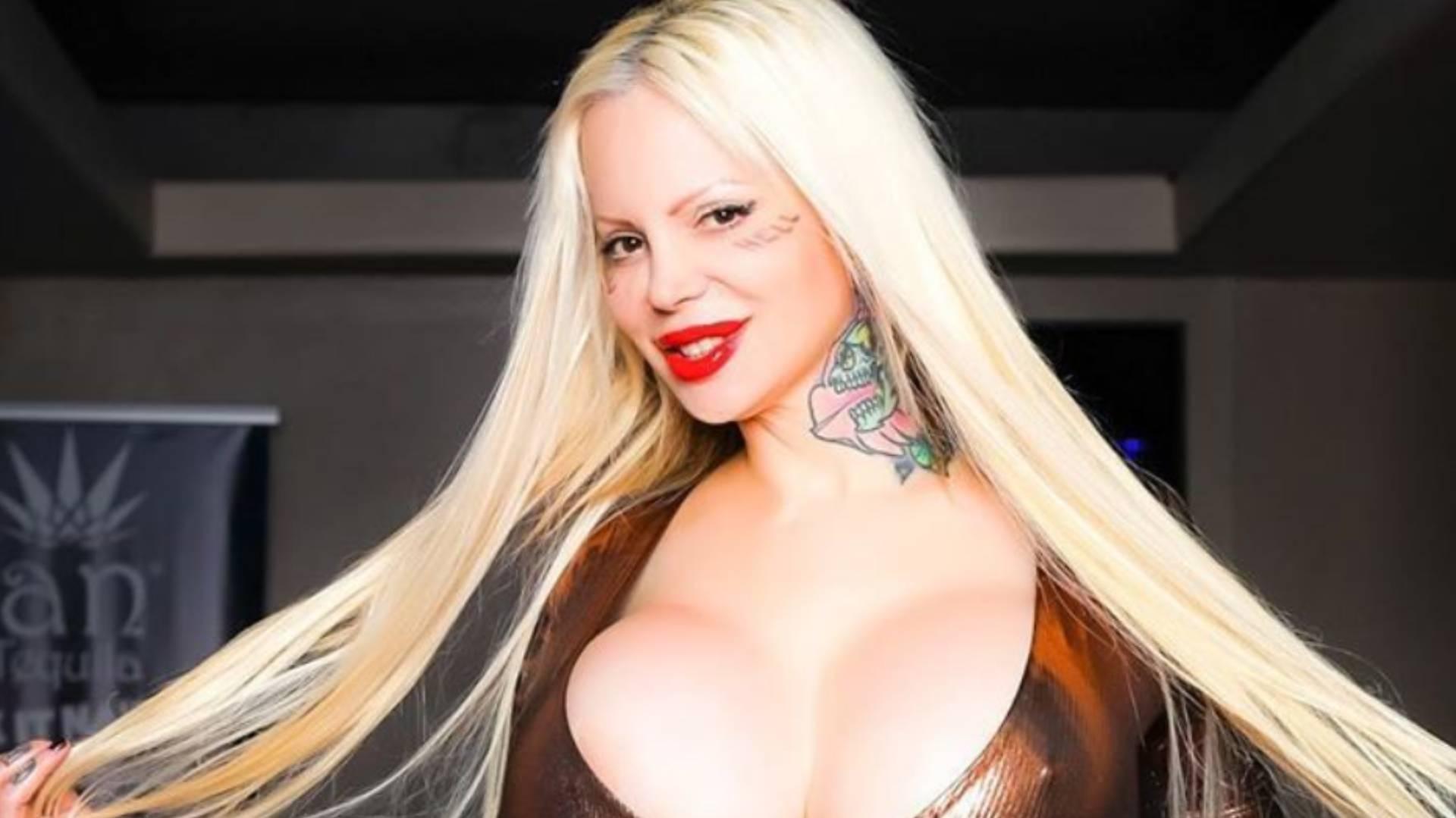 Actriz Porno Con Tatuaje En Las Tetas sabrina sabrok se tatuó símbolos satánicos en el rostro para
