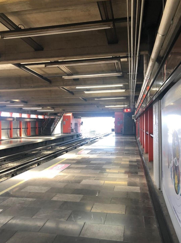 Las estaciones del metro lucieron vacías (Foto: Twitter@isma_merol)