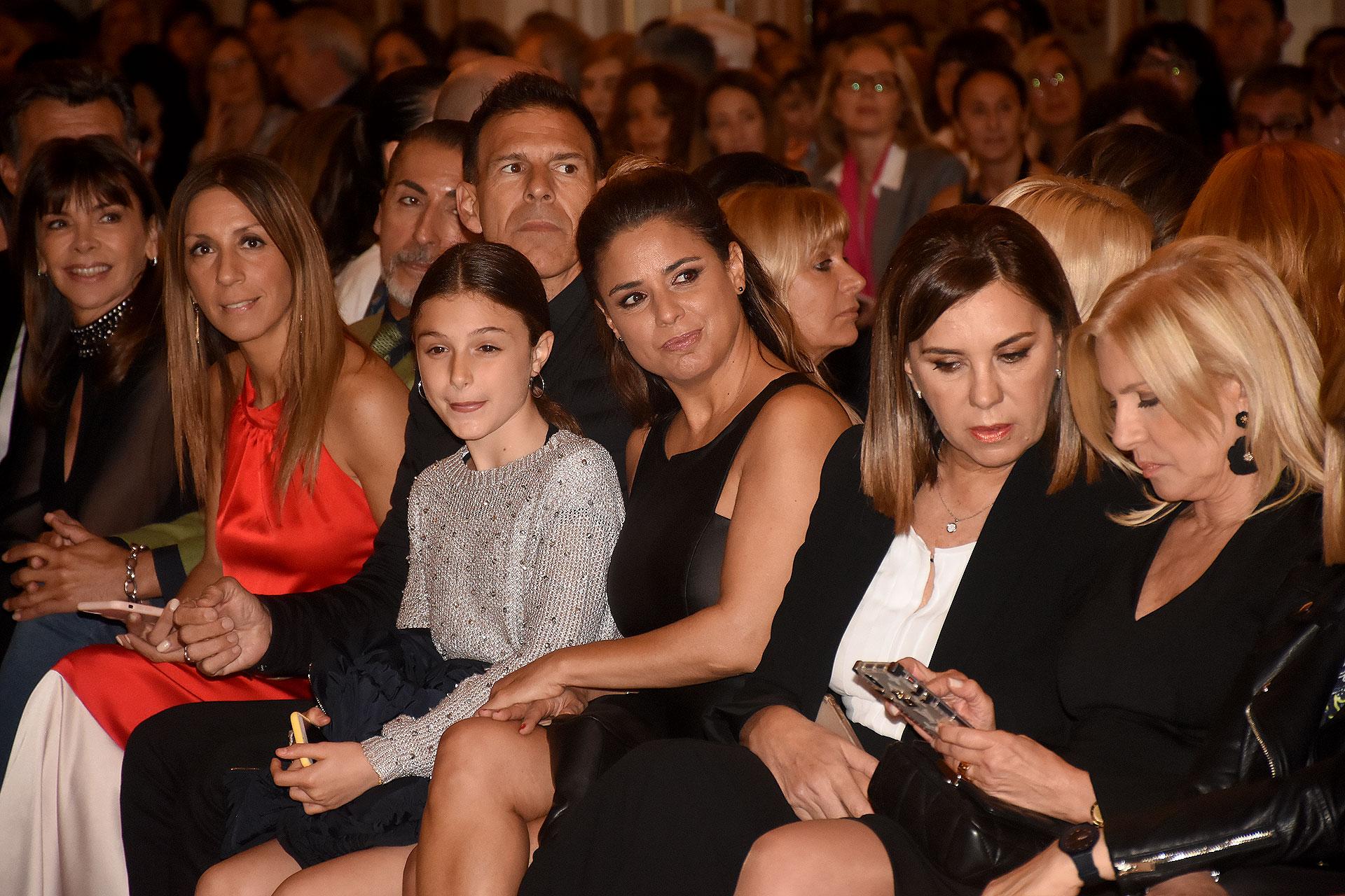 Marina Calabró junto a su hija Mía y su pareja Martín Albretch