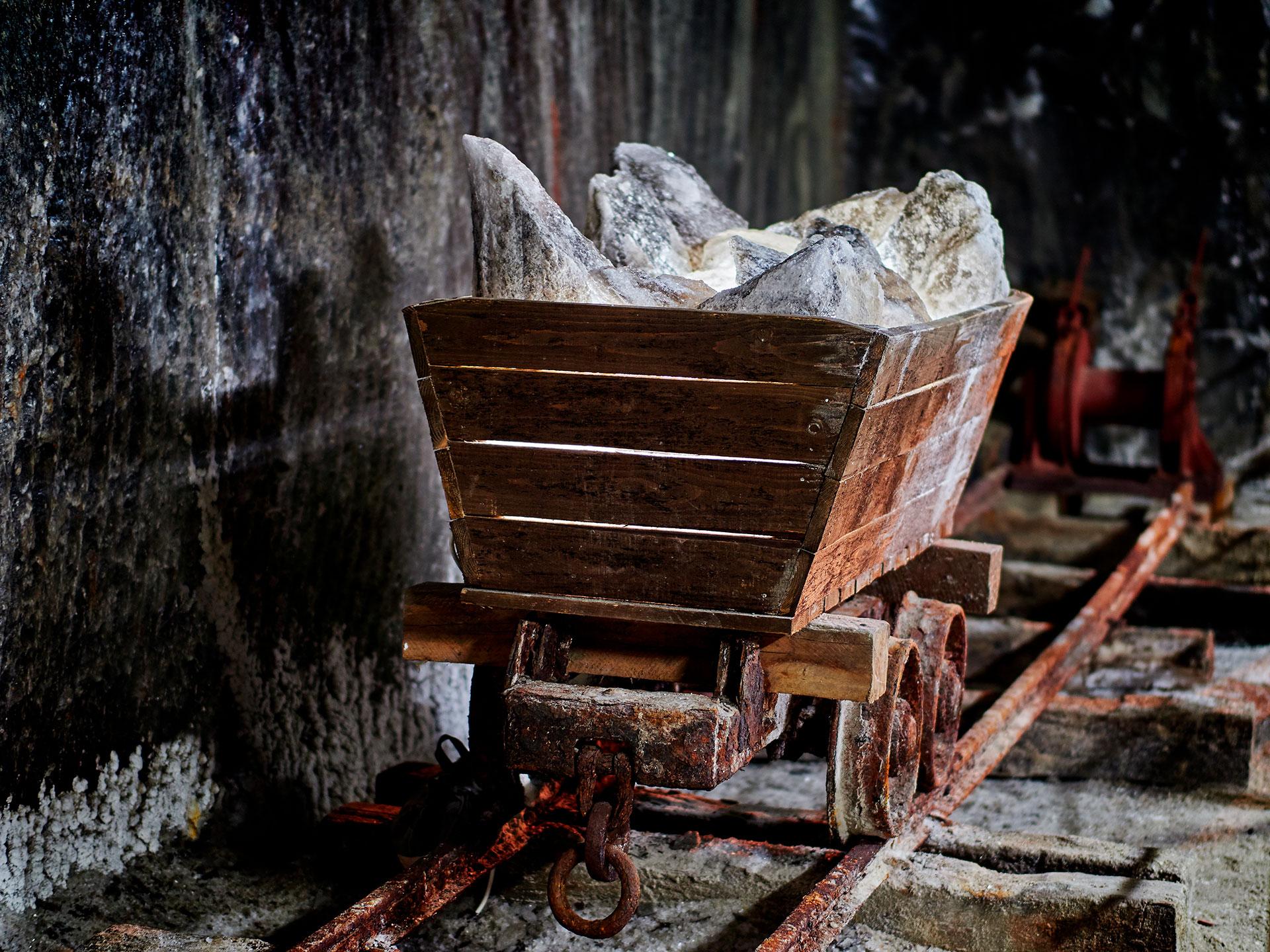Una vieja carreta que transportaba la sal hacia el exterior de la enorme mina