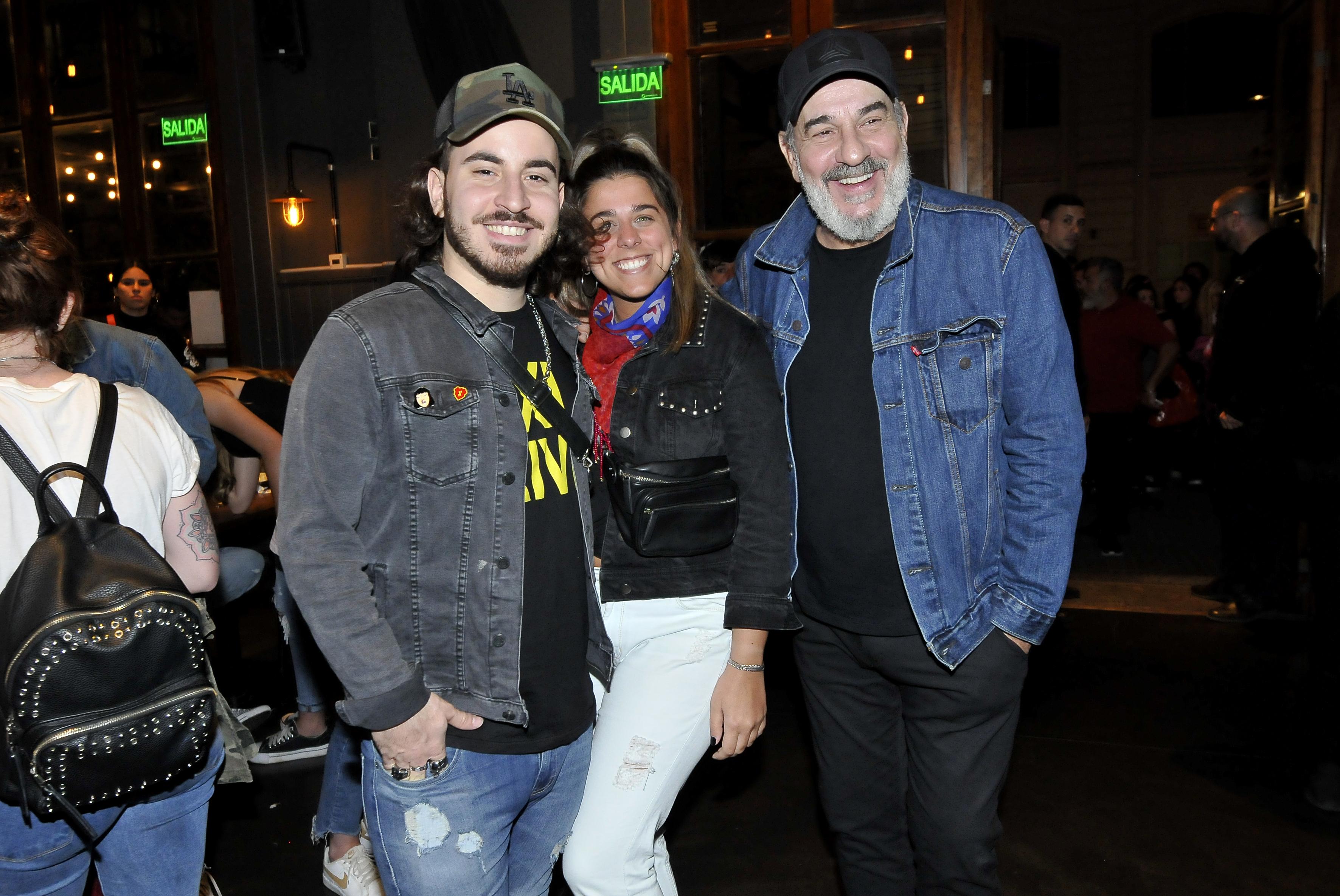 Miguel Ángel Rodríguez, junto a su hijo y la novia de éste