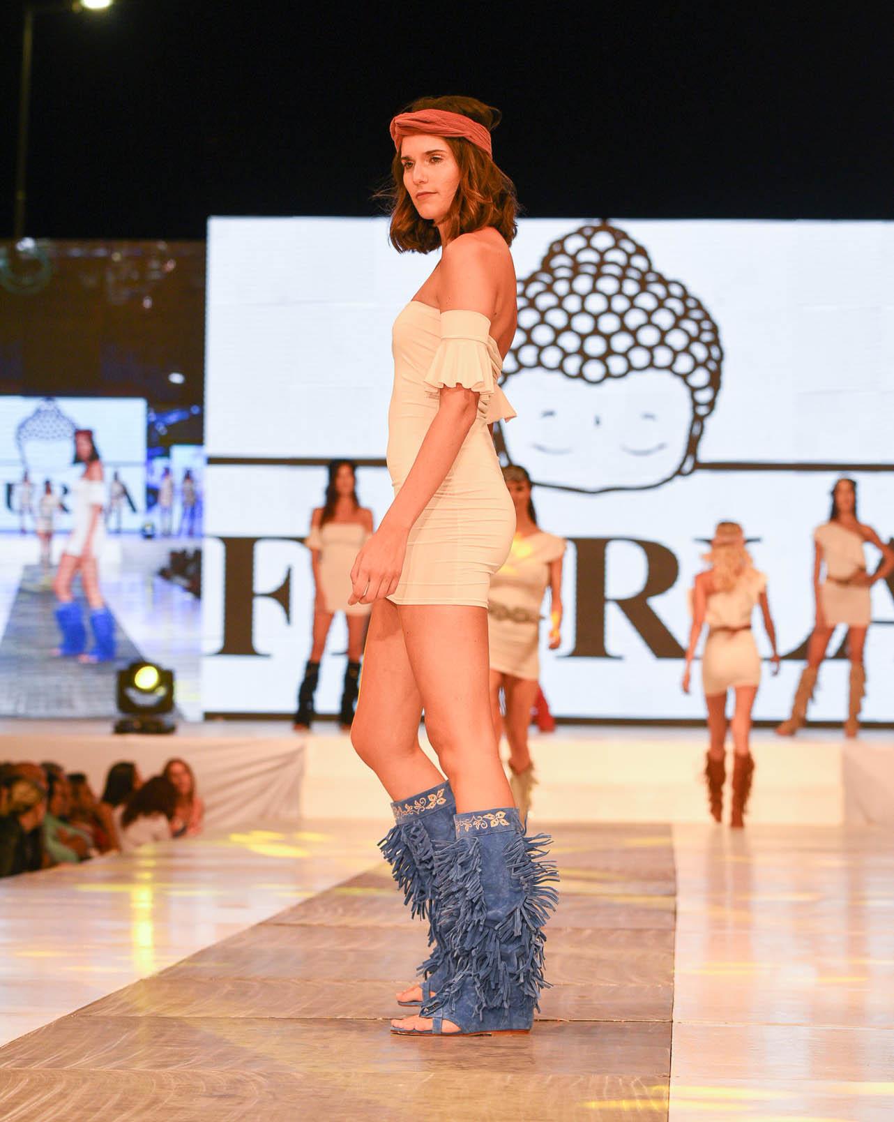 La marca Fiurla presentó una colección de calzado y accesorios inspirada en una mujer fuerte y segura