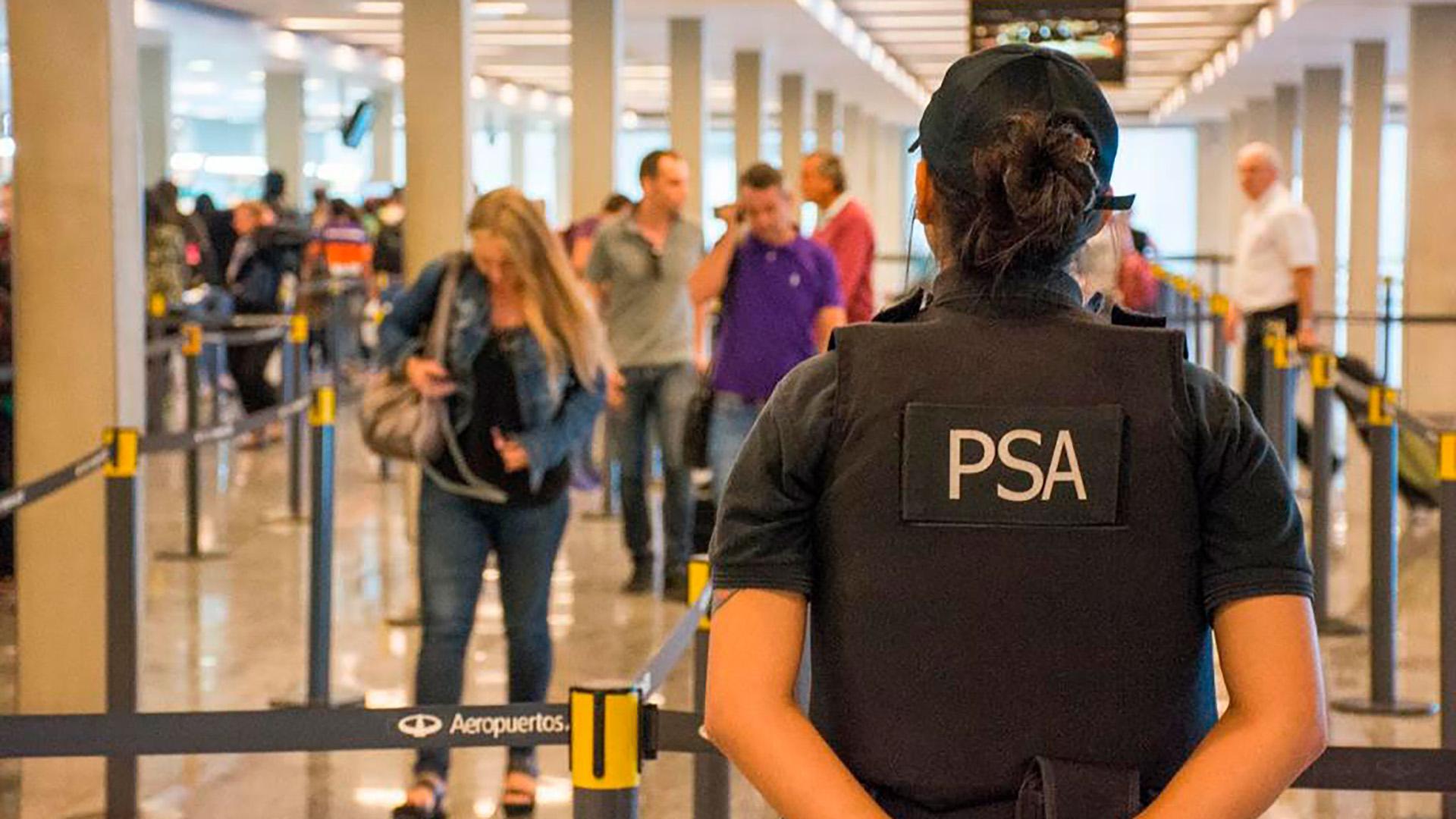 En medio de la interna entre Sergio Berni y Sabina Frederic, el Gobierno  aumentó el número de policías en el aeropuerto de Ezeiza - Infobae