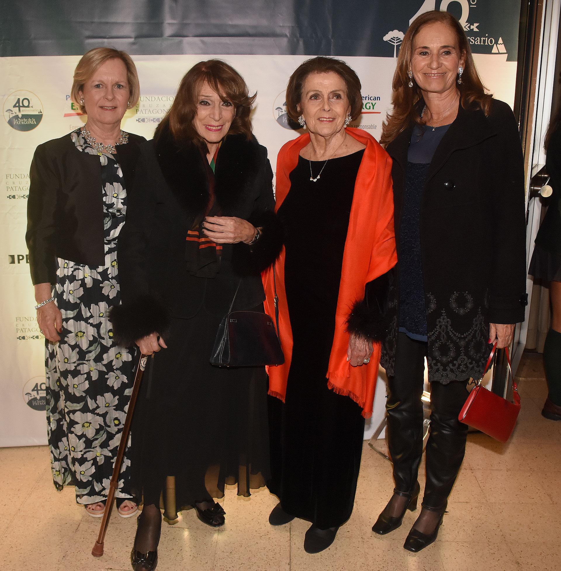 Marina Larivière, Magdalena Ruíz Guiñazú, Meme Larivière y Paula Doretti
