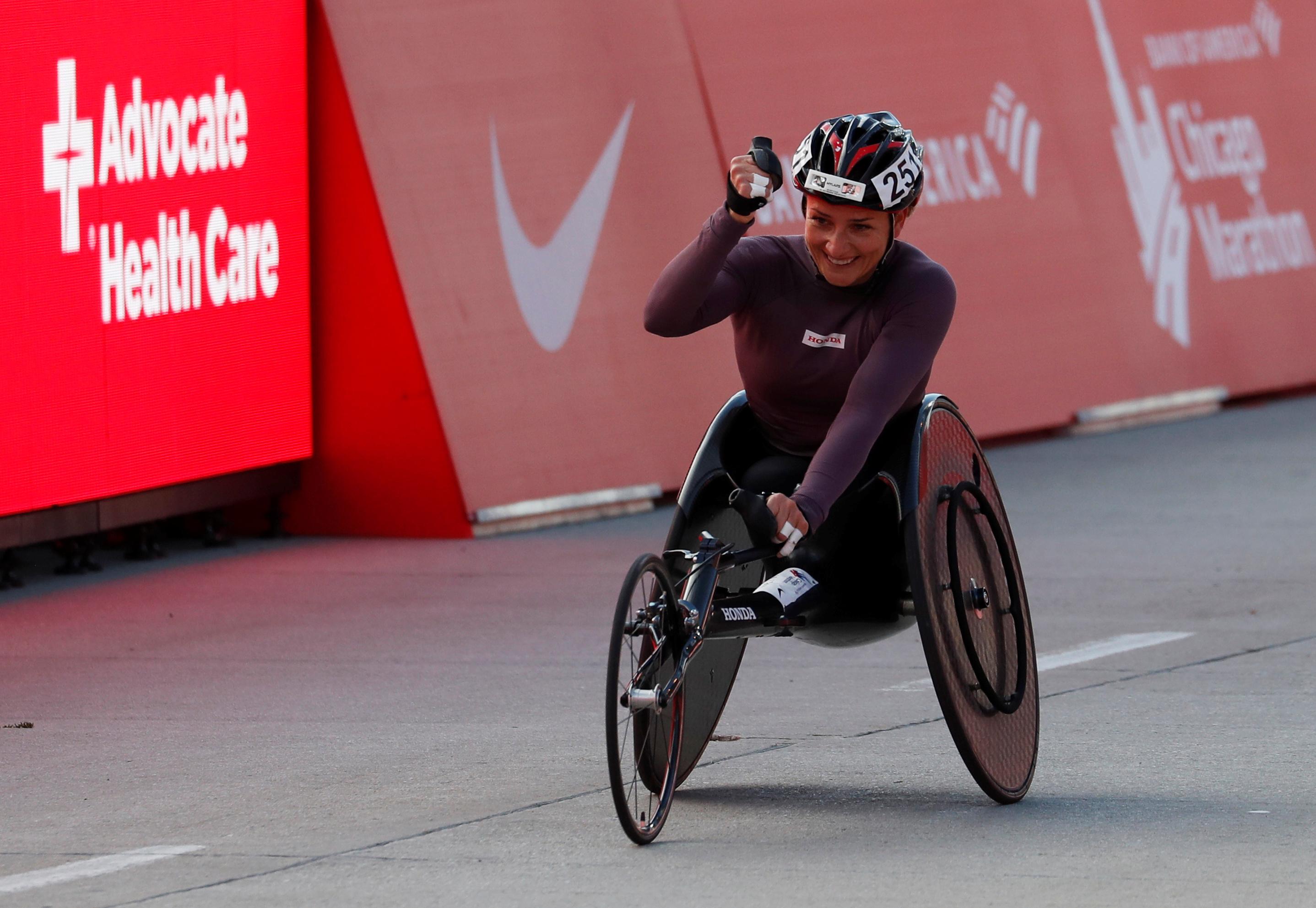 La suiza Manuela Schar ganó en la categoría sobre silla de ruedas femenina
