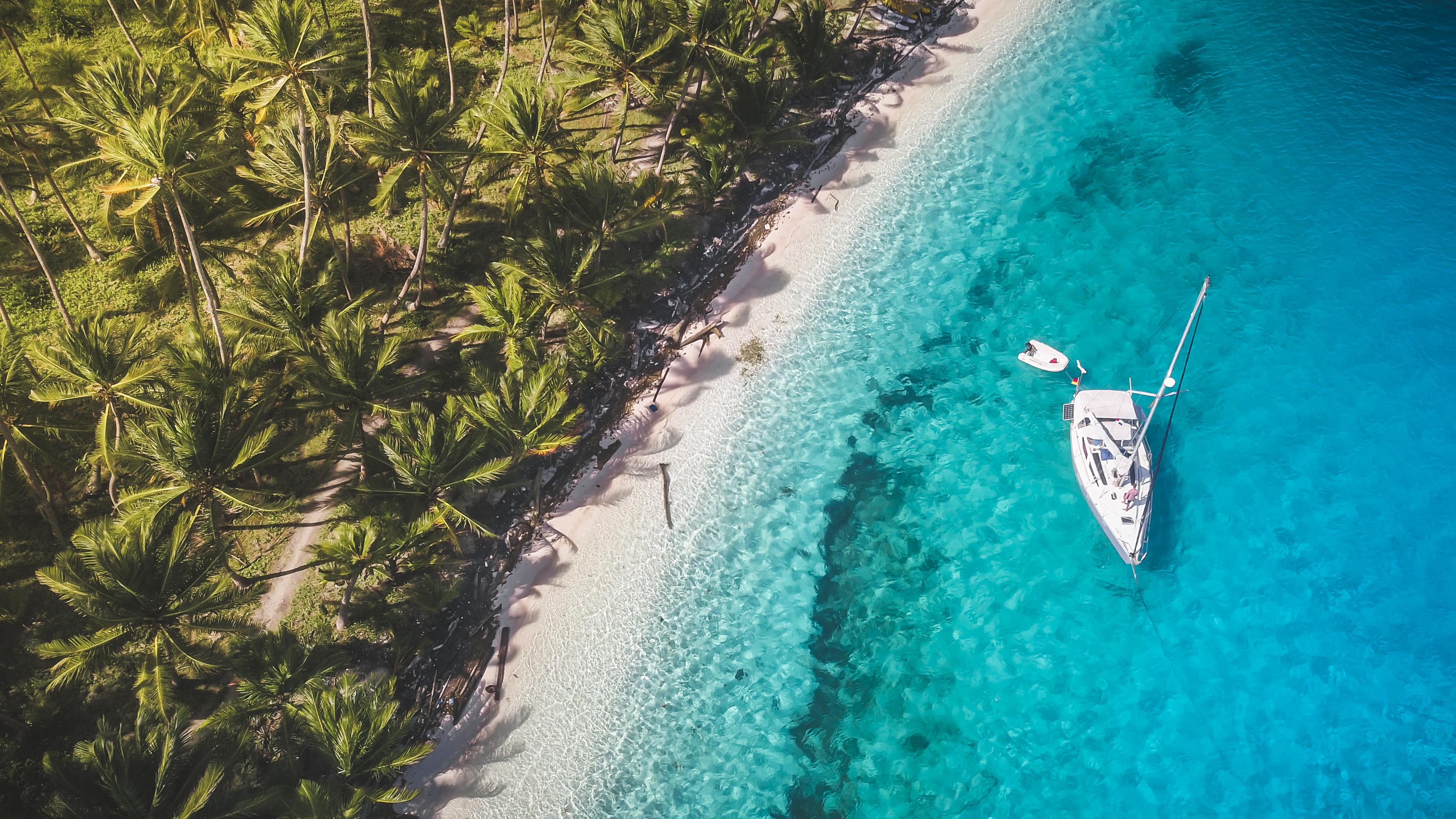 El archipiélago de 365 pequeñas islas de Panamá es el destino perfecto. Sin carreteras ni cadenas de hoteles, restaurantes o bares, las islas de San Blas ofrecen una experiencia náufrago en uno de los entornos más pintorescos que puedas imaginar