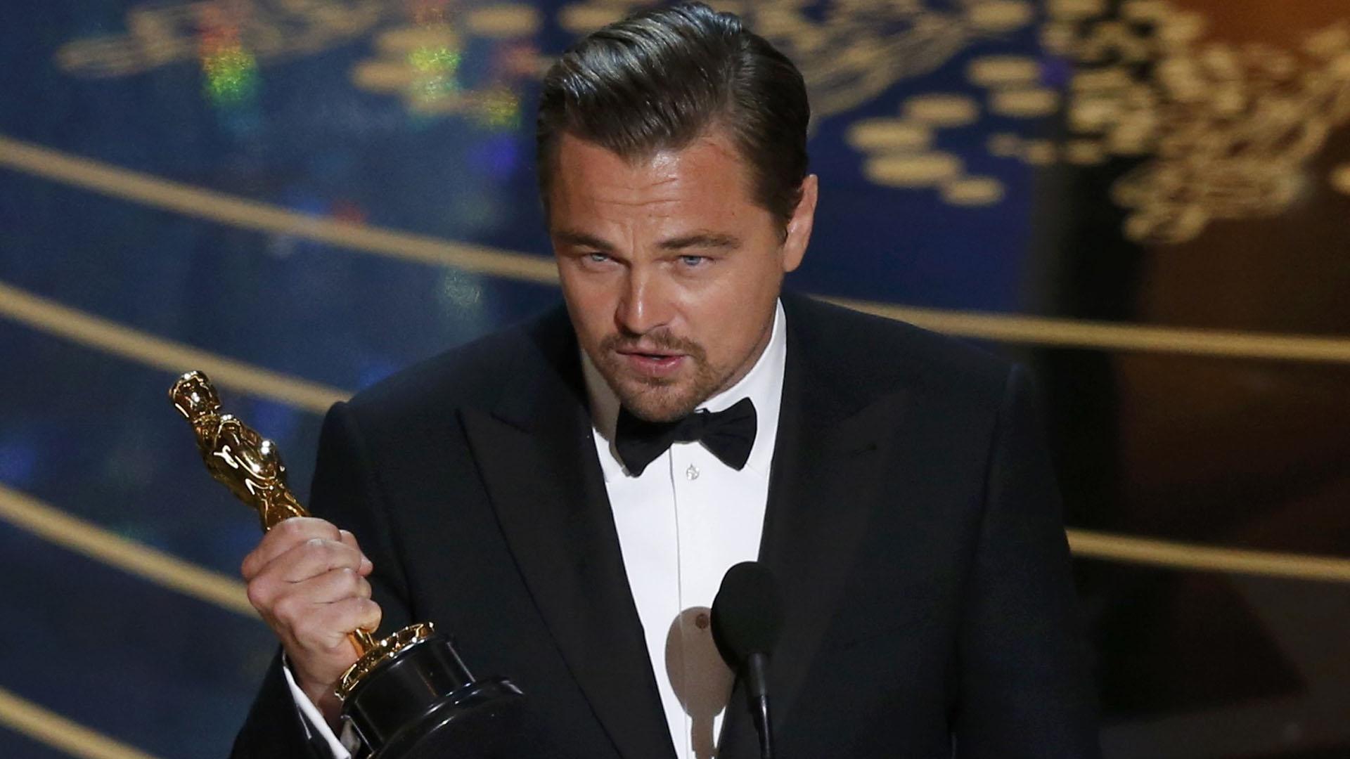 Y a la quinta fue la vencida. Leonardo DiCaprio ganó en 2016 su ansiado Oscar como mejor actor gracias a su interpretación de Hugh Glass bajo la dirección del mexicano Alejandro G. Iñárritu. En un discurso, aprovechó para decir una palabras concientizadoras sobre el cambio climático