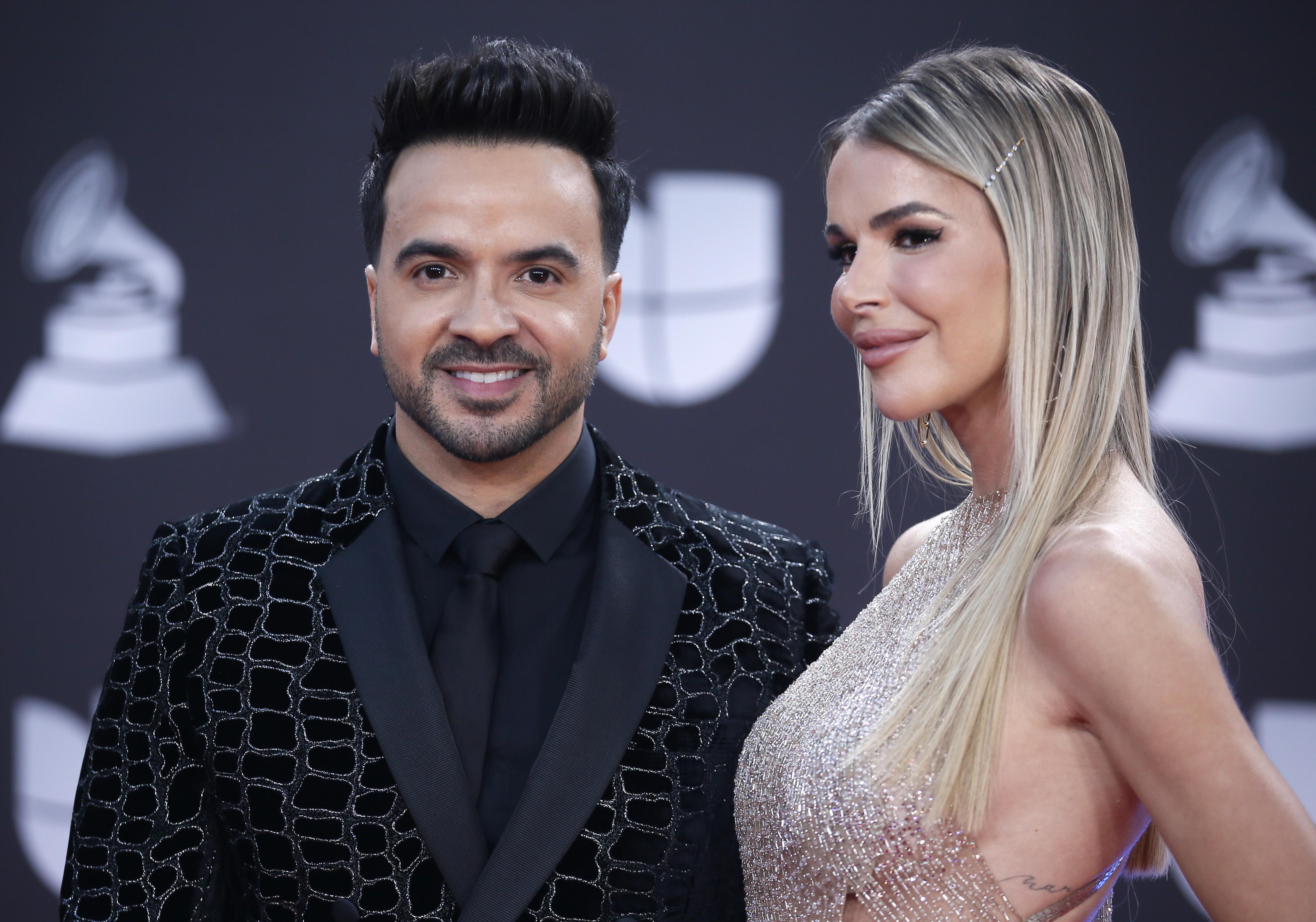 Luis Fonsi y su esposa