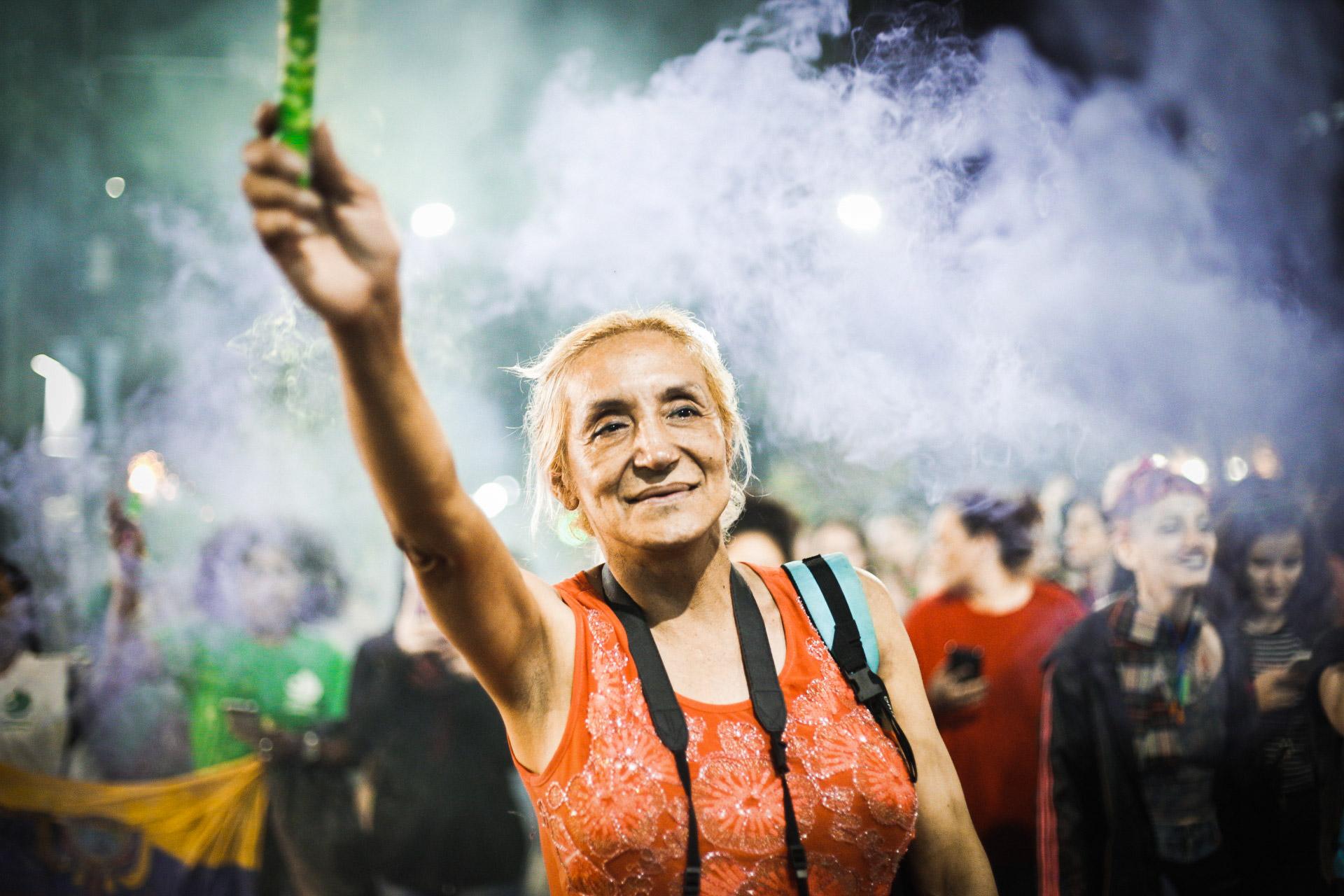 Las bengalas encendieron la noche en La Plata