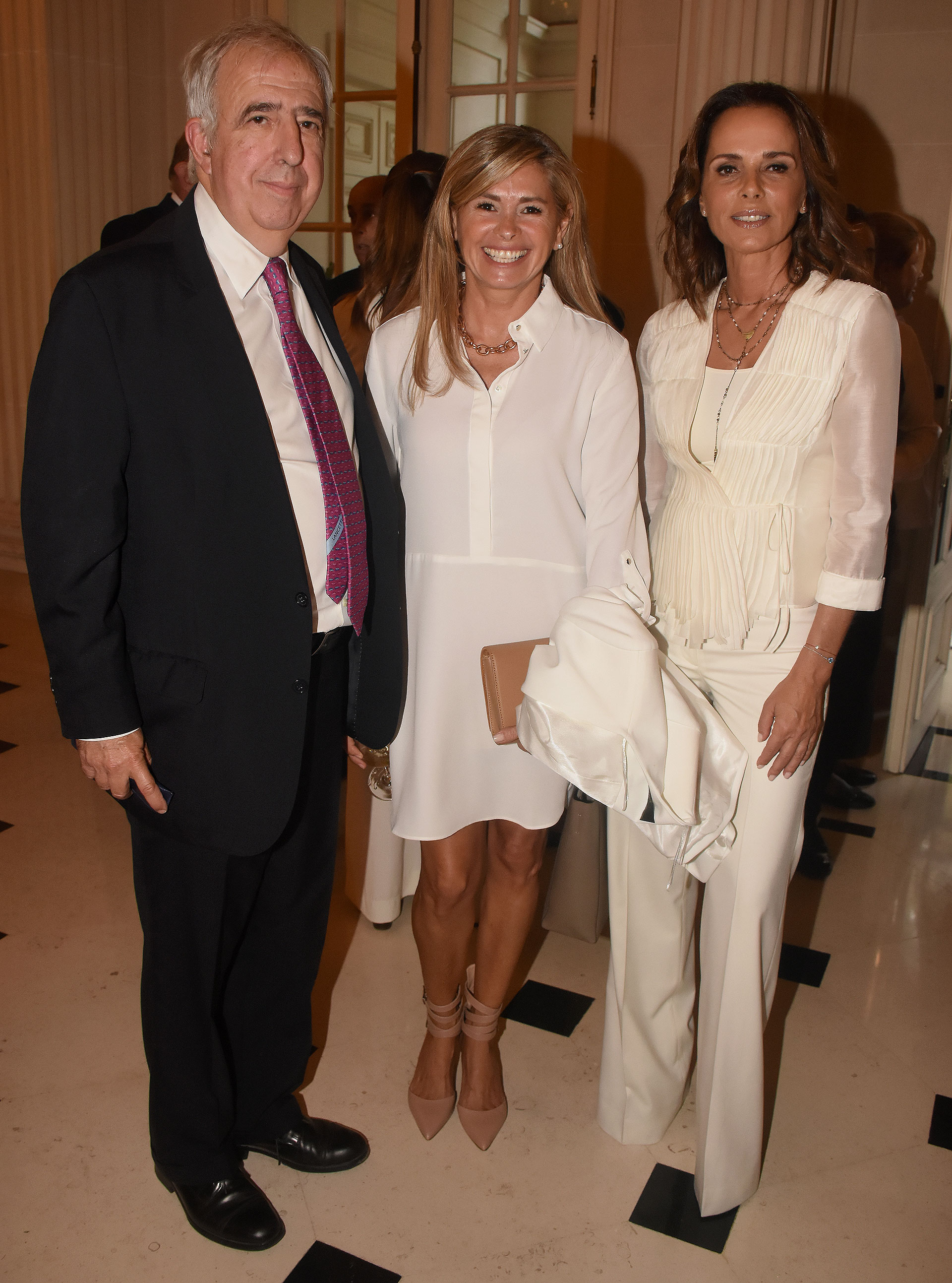 El director del Hospital Universitario Austral, José Luis Puiggari, junto a la ex senadora nacional María Laura Leguizamón, y Nathalie Sielecki