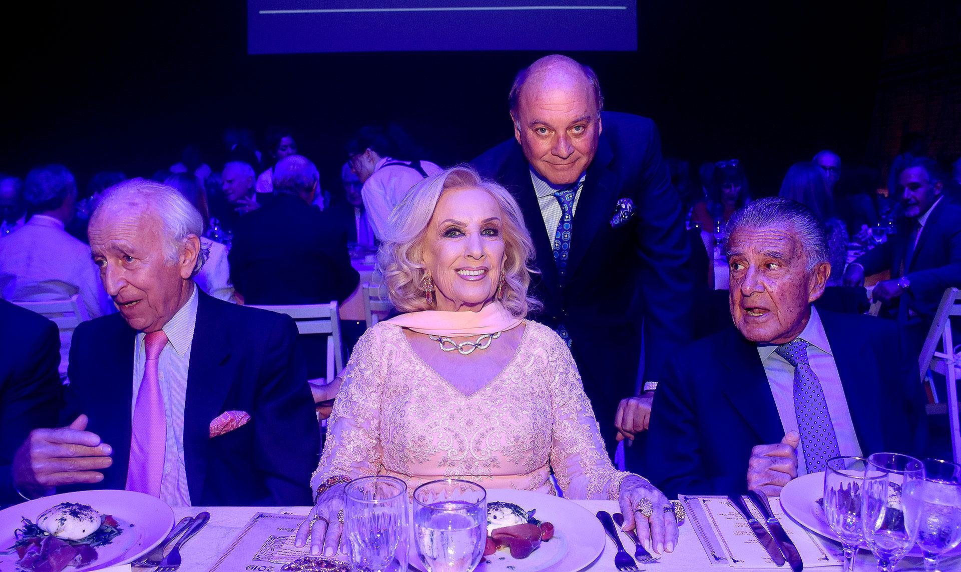 """Mirtha Legrand junto a los empresarios Eduardo Eurnekian, Martín Cabrales y Santiago Soldati, en """"Sueño de una noche de verano"""